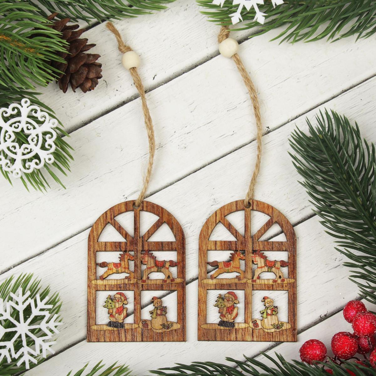 Украшение новогоднее подвесное Новогоднее окно, 2 шт2303262Набор новогодних подвесных украшений, выполненных из дерева, отлично подойдет для декорации вашего дома и новогодней ели. С помощью специальной петельки украшение можно повесить в любом понравившемся вам месте. Но, конечно, удачнее всего оно будет смотреться на праздничной елке.Елочная игрушка - символ Нового года. Она несет в себе волшебство и красоту праздника. Такое украшение создаст в вашем доме атмосферу праздника, веселья и радости. В комплекте 2 украшения.