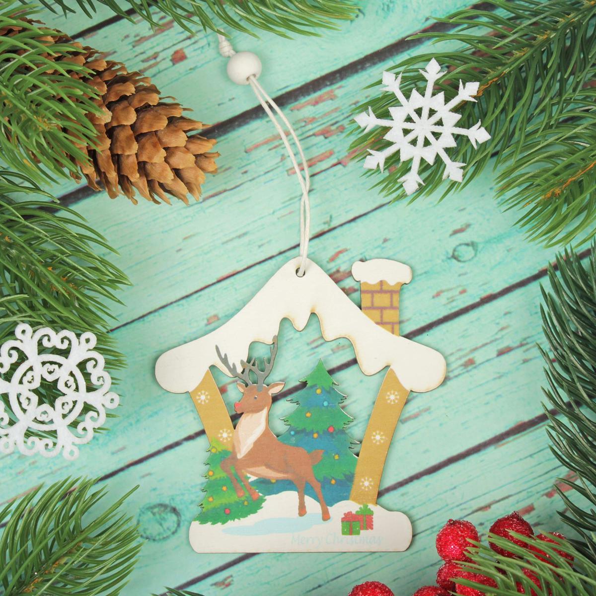Украшение новогоднее подвесное Олень в домике2303456Новогоднее украшение, выполненное из дерева, отлично подойдет для декорации вашего дома и новогодней ели. С помощью специальнойпетельки украшение можно повесить в любом понравившемся вам месте. Но, конечно, удачнее всего оно будет смотреться на праздничной елке. Елочная игрушка - символ Нового года. Она несет в себе волшебство и красоту праздника. Такое украшение создаст в вашем домеатмосферу праздника, веселья и радости.
