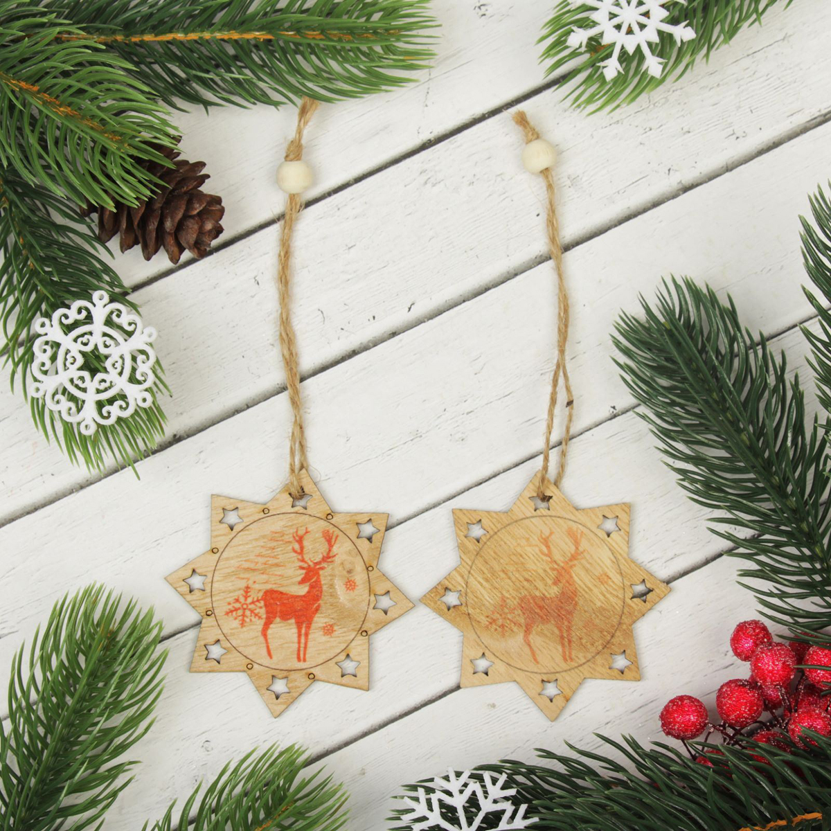 Новогоднее подвесное украшение Олень в зимнем лесу, 2 шт2303270Набор новогодних подвесных украшений, выполненных из дерева, отлично подойдет для декорации вашего дома и новогодней ели. С помощью специальной петельки украшение можно повесить в любом понравившемся вам месте. Но, конечно, удачнее всего оно будет смотреться на праздничной елке.Елочная игрушка - символ Нового года. Она несет в себе волшебство и красоту праздника. Такое украшение создаст в вашем доме атмосферу праздника, веселья и радости.В комплекте 2 украшения.