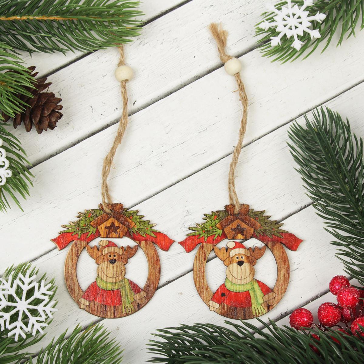 Украшение новогоднее подвесное Олень в шапке, 2 шт2303267Набор новогодних подвесных украшений, выполненных из дерева, отлично подойдет для декорации вашего дома и новогодней ели. С помощью специальной петельки украшение можно повесить в любом понравившемся вам месте. Но, конечно, удачнее всего оно будет смотреться на праздничной елке.Елочная игрушка - символ Нового года. Она несет в себе волшебство и красоту праздника. Такое украшение создаст в вашем доме атмосферу праздника, веселья и радости.В комплекте 2 украшения.