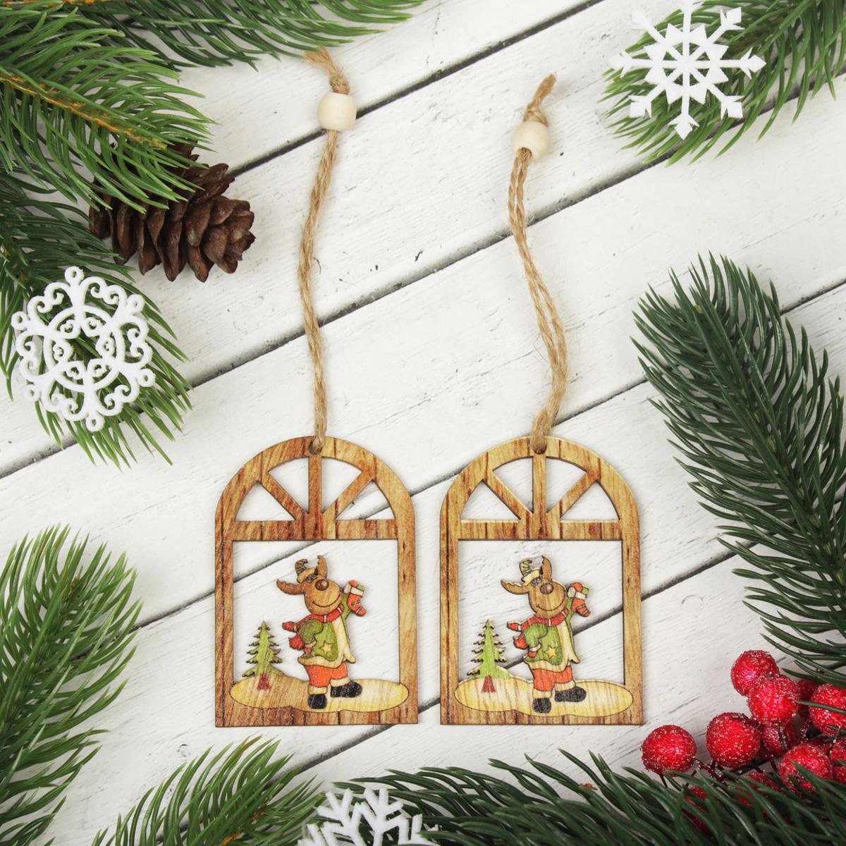 Новогоднее подвесное украшение Праздничный олень, 2 шт2303263Набор новогодних подвесных украшений, выполненных из дерева, отлично подойдет для декорации вашего дома и новогодней ели. С помощью специальной петельки украшение можно повесить в любом понравившемся вам месте. Но, конечно, удачнее всего оно будет смотреться на праздничной елке.Елочная игрушка - символ Нового года. Она несет в себе волшебство и красоту праздника. Такое украшение создаст в вашем доме атмосферу праздника, веселья и радости.В комплект 2 украшения.