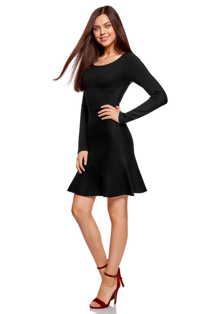 Платье oodji Ultra, цвет: черный. 63912223/46096/2900N. Размер XS (42)63912223/46096/2900NВязаное платье от oodji выполнено из пряжи сложного состава. Модель выше колен с расклешенным низом, длинными рукавами и круглым вырезом горловины.