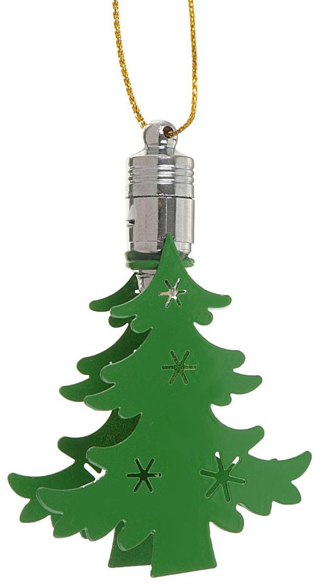 Подвеска новогодняя Luazon Lighting Елка, световая, длина 7,5 см2327156Световая новогодняя подвеска Luazon Lighting Елка выполнена из металла в виде елочки. Елочное украшение выглядит как простая елочная игрушка днем, но при этом остается видимой вечером.Просто включите изделие с наступлением темноты, и оно украсит елку огоньками. Подвеска Luazon Lighting Елка работает от батареек (входит в комплект) и пожаробезопасна, так как светодиоды не нагреваются, в отличие от ламп накаливания.