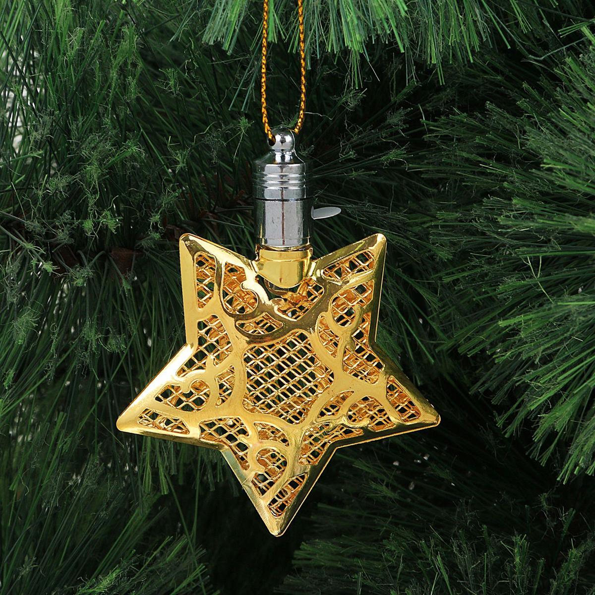 Подвеска новогодняя Luazon Lighting Звезда, световая, цвет: золотистый, длина 8 см2327169Световая новогодняя подвеска Luazon Lighting Звезда выполнена из металла в виде объемной звезды. Елочное украшение выглядит как простая елочная игрушка днем, но при этом остается видимой вечером. Просто включите изделие с наступлением темноты, и оно украсит елку огоньками. Подвеска Luazon Lighting Звезда работает от батареек (входит в комплект) и пожаробезопасна, так как светодиоды не нагреваются, в отличие от ламп накаливания.