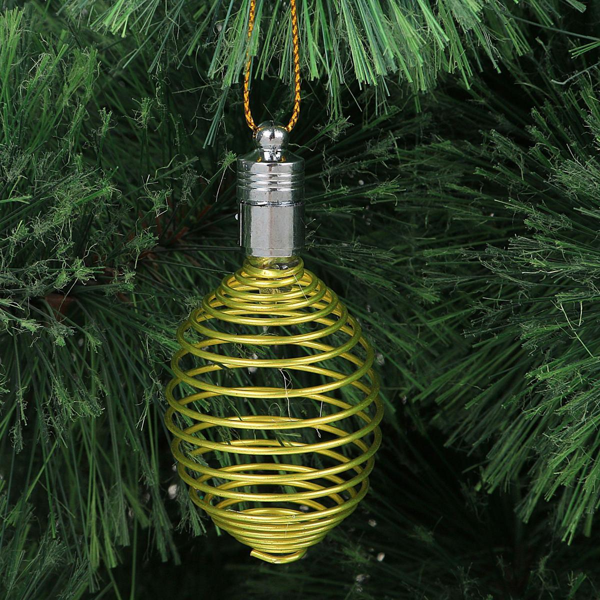 Украшение новогоднее подвесное Luazon Lighting Пружинка, световое, цвет: желтый, 7 см2327175Световая новогодняя подвеска Luazon Lighting выполнена из металла в виде пружинки. Елочное украшение выглядит как простая елочная игрушка днем, но при этом остается видимой вечером. Просто включите изделие с наступлением темноты, и оно украсит елку огоньками. Подвеска Luazon Lighting работает от батареек (входят в комплект) и пожаробезопасна, так как светодиоды не нагреваются, в отличие от ламп накаливания.