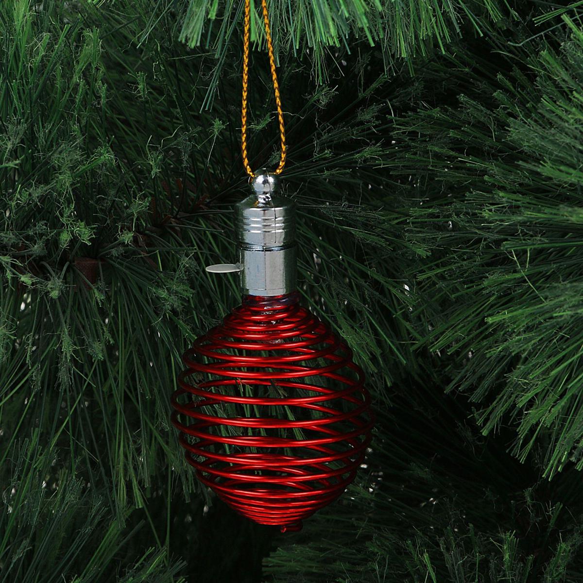 """Световая новогодняя подвеска """"Luazon Lighting"""" выполнена из металла в виде пружинки. Елочное украшение выглядит как простая елочная игрушка днем, но при этом остается видимой вечером.  Просто включите изделие с наступлением темноты, и оно украсит елку огоньками. Подвеска """"Luazon Lighting"""" работает от батареек (входят в комплект) и пожаробезопасна, так как светодиоды не нагреваются, в отличие от ламп накаливания."""