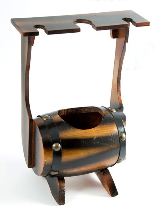 Бар декоративный Мини, 24 х 15 х 33 см57113Декоративный бар Мини - это не только стильная, изысканная вещь, но и функциональный предметинтерьера в виде бочки, предназначенный для хранения бутылок с алкогольными напитками ибокалов. Изделие изготовлено из качественного дерева с элементами из металла и искусственной кожи.Егонеобыкновенный антикварный стиль преобразит окружающую обстановку, придаст ей лоск иреспектабельность. Декоративный бар Мини может стать отличным подарком для ценителя иликоллекционера элитных напитков.