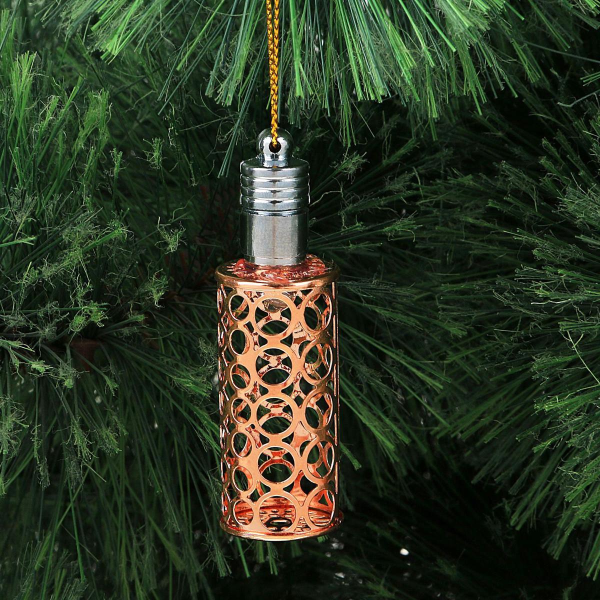 Украшение новогоднее подвесное Luazon Lighting Фонарик, световое, цвет: медный, 7 см2327165Световая новогодняя подвеска Luazon Lighting выполнена из металла в виде фонарика. Елочное украшение выглядит как простая елочная игрушка днем, но при этом остается видимой вечером.Просто включите изделие с наступлением темноты, и оно украсит елку огоньками. Подвеска Luazon Lighting работает от батареек (входят в комплект) и пожаробезопасна, так как светодиоды не нагреваются, в отличие от ламп накаливания.