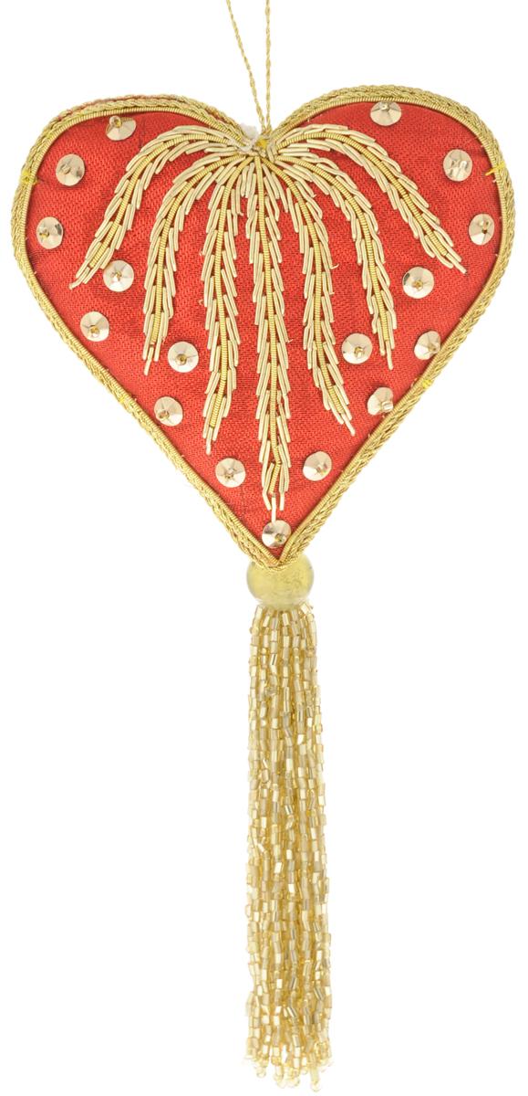 Украшение новогоднее подвесное Magnum Текстильная сказка. Сердце, высота 21,6 см. HOR-076HOR-076Новогоднее подвесное украшение Magnum Текстильная сказка. Сердце прекрасно подойдет для праздничного декора новогодней ели. Изделие выполнено из полиэстера, медной нити и пластика. Для размещения на елке на украшении предусмотрена удобная петелька. Елочная игрушка - символ Нового года. Она несет в себе волшебство и красоту праздника. Создайте в своем доме атмосферу веселья и радости, украшая новогоднюю елку нарядными игрушками, которые будут из года в год накапливать теплоту воспоминаний. Откройте для себя удивительный мир сказок и грез. Почувствуйте волшебные минуты ожидания праздника, создайте новогоднее настроение вашим дорогим и близким.