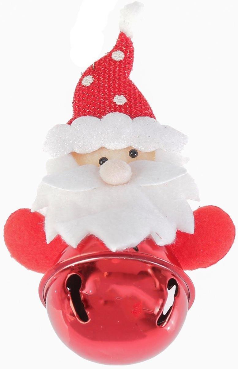 """Новогоднее подвесное украшение """"Дед Мороз в колпаке""""  выполнено из текстиля и оснащено бубенчиком. С  помощью  специальной петельки украшение можно повесить в  любом понравившемся вам  месте. Но, конечно, удачнее всего оно будет  смотреться на праздничной елке.  Елочная игрушка - символ Нового года. Она несет в  себе волшебство и красоту  праздника. Создайте в своем доме атмосферу  веселья и радости, украшая  новогоднюю елку нарядными игрушками, которые  будут из года в год накапливать  теплоту воспоминаний."""