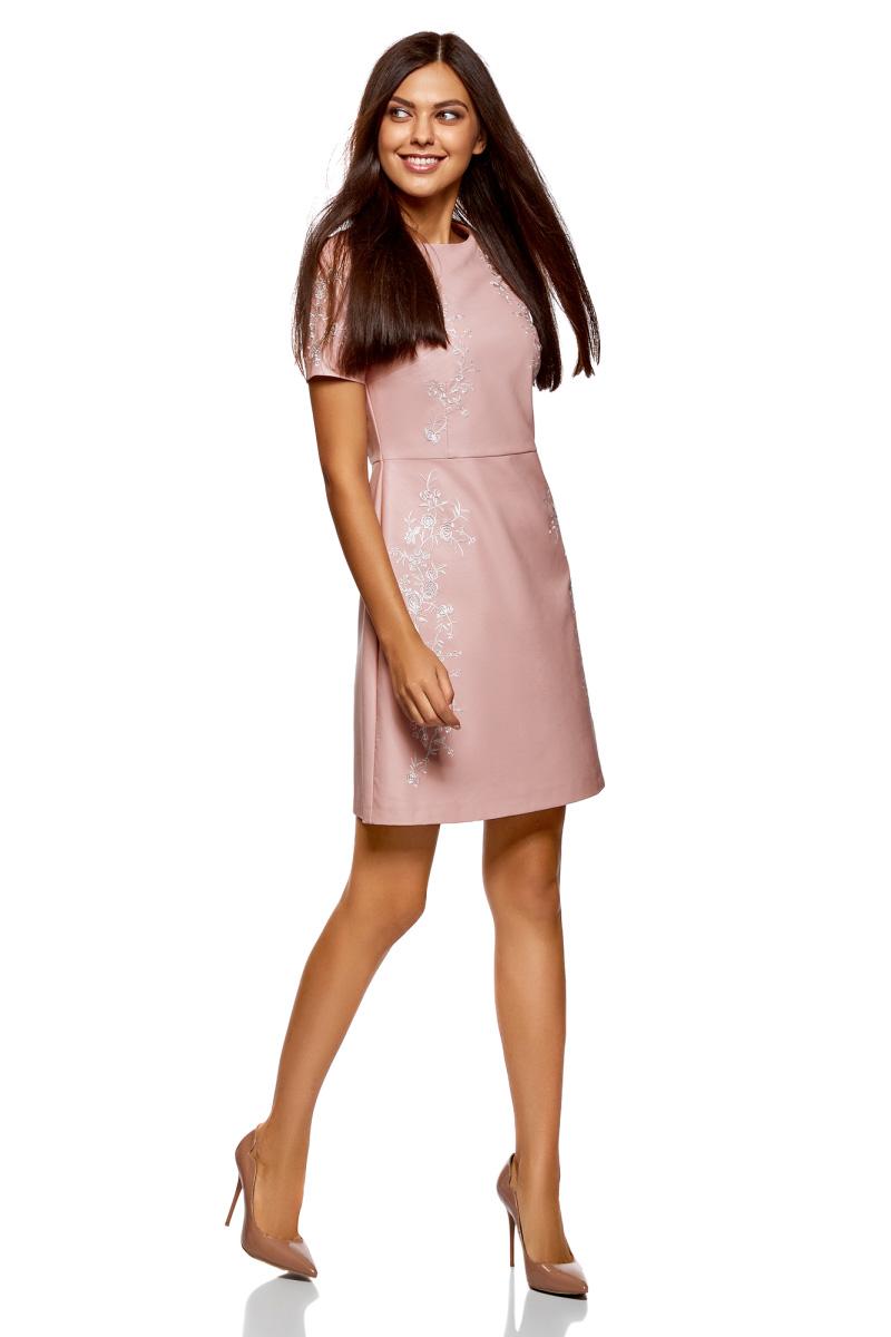 Платье oodji Ultra, цвет: пыльный розовый. 18L12002/47260/4A01N. Размер 42-170 (48-170)18L12002/47260/4A01NПлатье-трапеция от oodji, оформленное вышивкой, выполнено из искусственной кожи. Модель с короткими рукавами и круглым вырезом горловины на спине застегивается на потайную молнию.