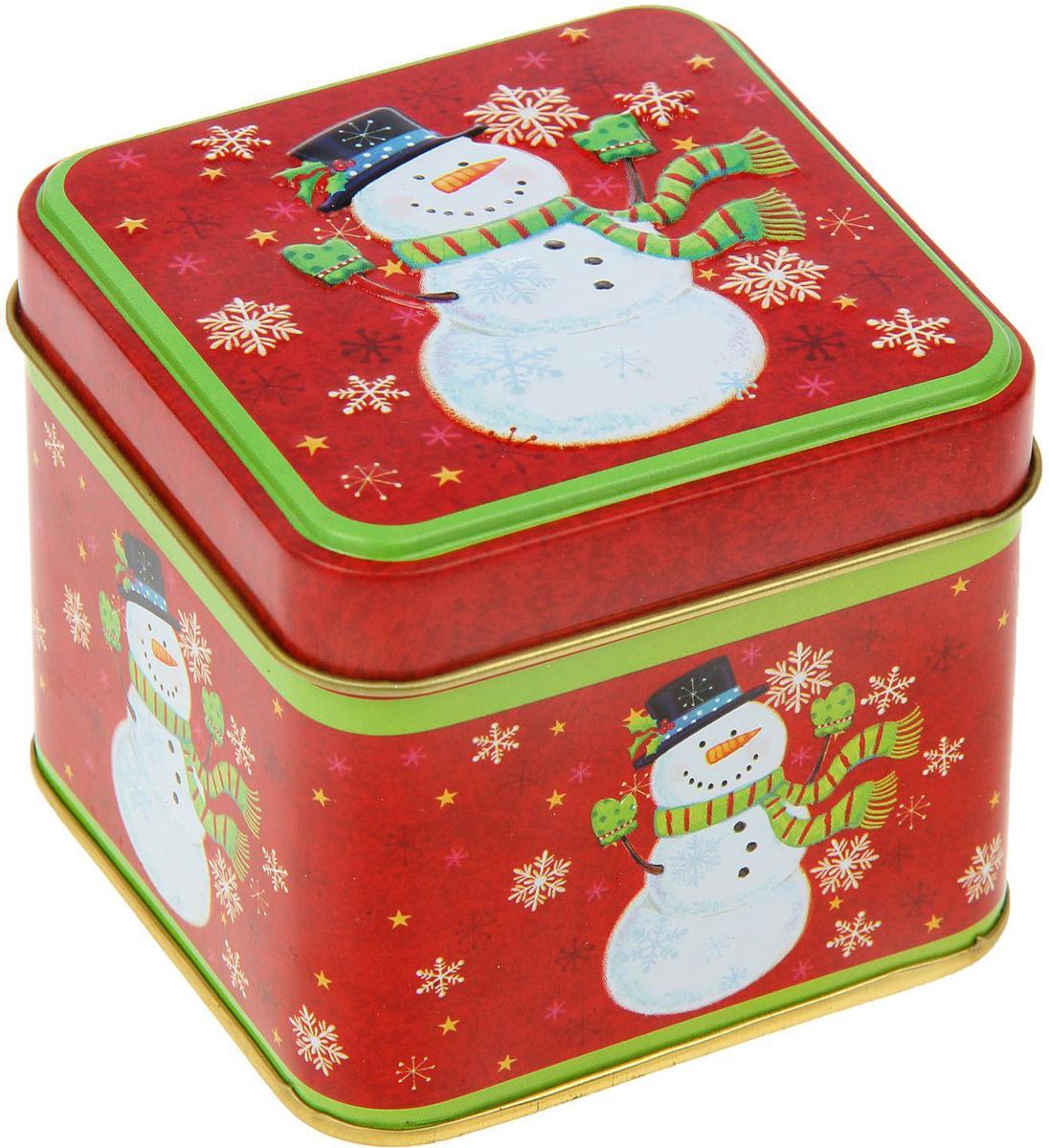 Шкатулка новогодняя Веселый снеговик, 6,5 х 7,5 х 7,5 см2266303Металлическая шкатулка — это небольшой сувенир, а также оригинальный способ преподнести в ней подарок. Ее новогодний дизайн передаст атмосферу праздника и зарядит хорошим настроением. Вещица сохранит различные мелочи, будь то украшения, коллекционные монетки, бусинки, фурнитура, сбережения или даже сладости.