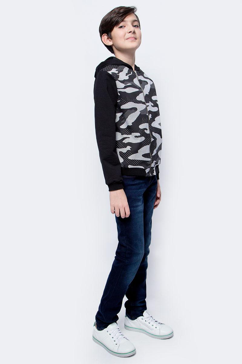 Толстовка для мальчика M&D, цвет: черный. WJZ17011S21. Размер 140WJZ17011S21Стильная толстовка-бомбер для мальчика M&D, оформленная спереди принтом в виде черно-белого камуфляжа, разнообразит повседневный гардероб ребенка. Модель свободного кроя с капюшоном выполнена из приятного на ощупь материала, в составе которого преобладает хлопок, и застегивается на молнию. Низ изделия и манжеты рукавов дополнены мягкими трикотажными резинками. Бомбер подойдет для прогулок и дружеских встреч и станет отличным дополнением гардероба каждого мальчика.