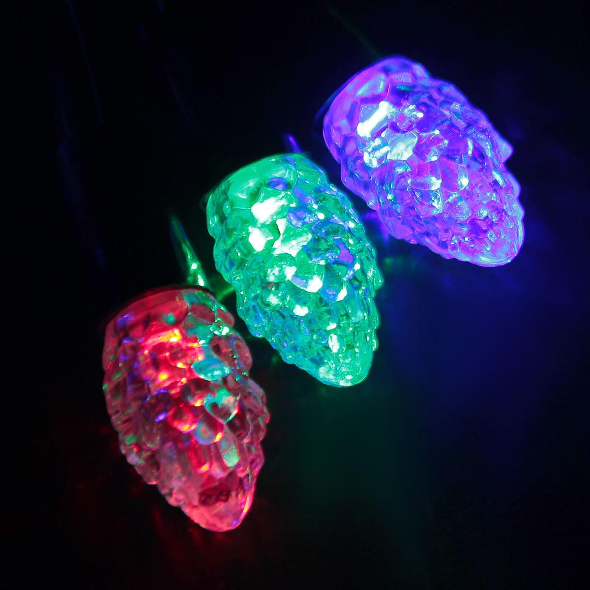 Гирлянда светодиодная Luazon Метраж. Растаявший лед, уличная с насадкой, моргает, 40 ламп, 220 V, 5 м, цвет: мультиколор. 185564185564Светодиодные гирлянды, ленты и т.д. — это отличный вариант для новогоднего оформления интерьера или фасада. С их помощью помещение любого размера можно превратить в праздничный зал, а внешние элементы зданий, украшенные ими, мгновенно станут напоминать очертания сказочного дворца. Такие украшения создают ауру предвкушения чуда. Деревья, фасады, витрины, окна и арки будто специально созданы, чтобы вы украсили их светящимися нитями.