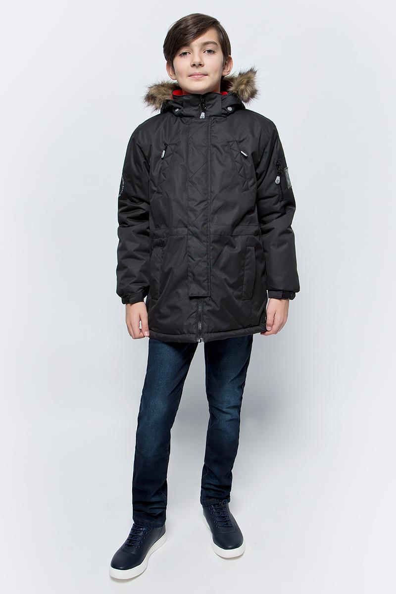 Куртка для мальчика Reike, цвет: черный. 39222200_black. Размер 16439222200_blackКуртка для мальчика Reike изготовлена из ветрозащитного, водоотталкивающего, дышащего мембранного материала. Подкладка выполнена из принтованного полиэстера, на спинке и воротнике вставки из микрофлиса. Куртка дополнена съемным регулирующимся капюшоном с меховой опушкой, пятью карманами на молнии и светоотражающим элементом в виде логотипа Reike. Манжеты дополнены утяжкой на липучке, пояс оснащен потайной утяжкой. Ветрозащитная планка на кнопках не допускает проникновение холодного воздуха. Базовый уровень. Коэффициент воздухопроницаемости куртки: 2000гр/м2/24 ч. Водоотталкивающее покрытие: 2000 мм.