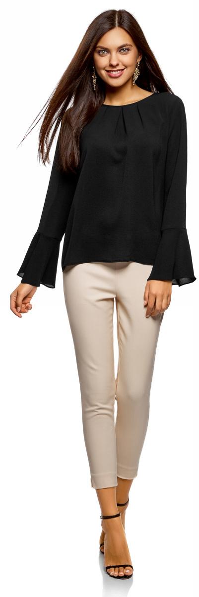 Блузка женская oodji Ultra, цвет: черный. 11411173/47321/2900N. Размер 40-170 (46-170)11411173/47321/2900NЖенская блузка от oodji выполнена из высококачественного материала. Модель с длинными расклешенными рукавами и круглым вырезом горловины на спинке оформлена V-образным вырезом и декоративным элементом.