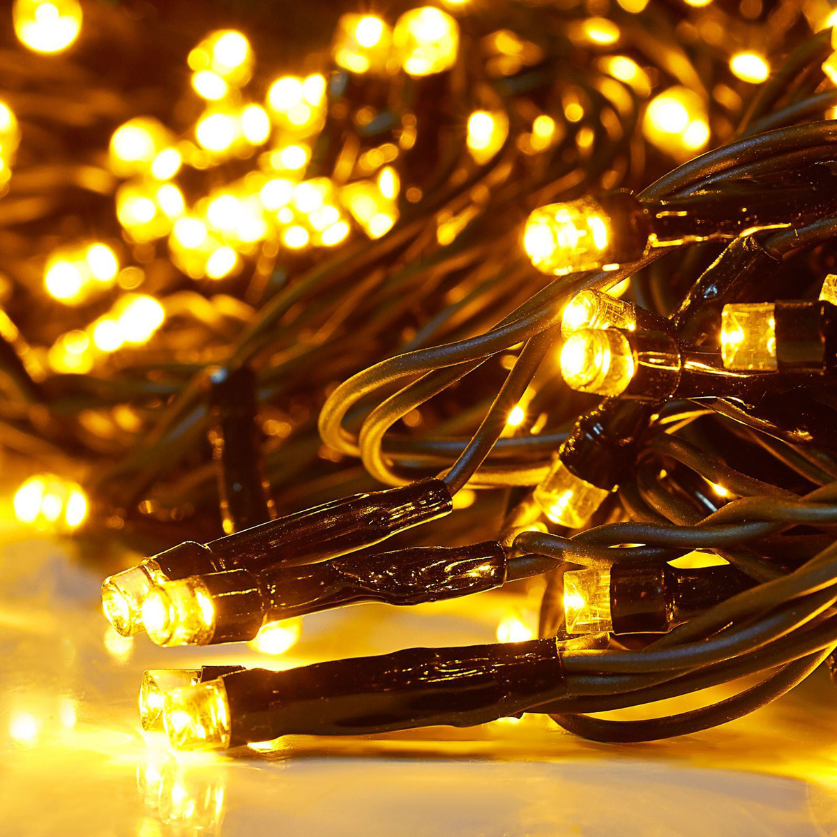 Гирлянда светодиодная Luazon Клип лайт, цвет: желтый, уличная, 600 ламп, 24 V, 3 х 20 м. 15860431586043Светодиодные гирлянды и ленты — это отличный вариант для новогоднего оформления интерьера или фасада. С их помощью помещение любого размера можно превратить в праздничный зал, а внешние элементы зданий, украшенные ими, мгновенно станут напоминать очертания сказочного дворца. Такие украшения создают ауру предвкушения чуда. Деревья, фасады, витрины, окна и арки будто специально созданы, чтобы вы украсили их светящимися нитями.