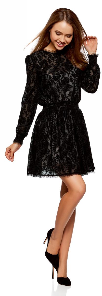 Платье oodji Ultra, цвет: черный. 11913014/47277/2929E. Размер 40-170 (46-170)11913014/47277/2929EЭффектное двухслойное платье приталенного силуэта с длинным рукавом. Верхний слой платья – тонкое кружево с флоком, нижний слой – более плотная подкладка. Воротник-стойка из воздушного ажурного кружева смотрится нежно и романтично. На длинных свободных рукавах манжеты на резинке, отороченные ажурным кружевом. Такой же декор из нежного кружева идет по низу платья. На спинке вырез-капелька, с застежкой на пуговицу. Приталенный силуэт достигается за счет простроченных резинок на талии. Юбка ниспадает красивыми волнами. Платье длиной выше колена красиво подчеркивает талию и привлекает внимание к ногам. Нежное кружевное платье – прекрасно решение для особенных случаев. В нем можно пойти на свидание, в театр, на выставку или торжественный ужин. Платье эффектно само по себе, но его можно дополнить красивой обувью на высоком каблуке и оригинальным клатчем необычной формы. Сверху можно накинуть тренч или пальто. Элегантное платье с кружевом позволит вам создать женственный и трогательный образа. В этом платье вы будете выглядеть стильно и привлекательно.