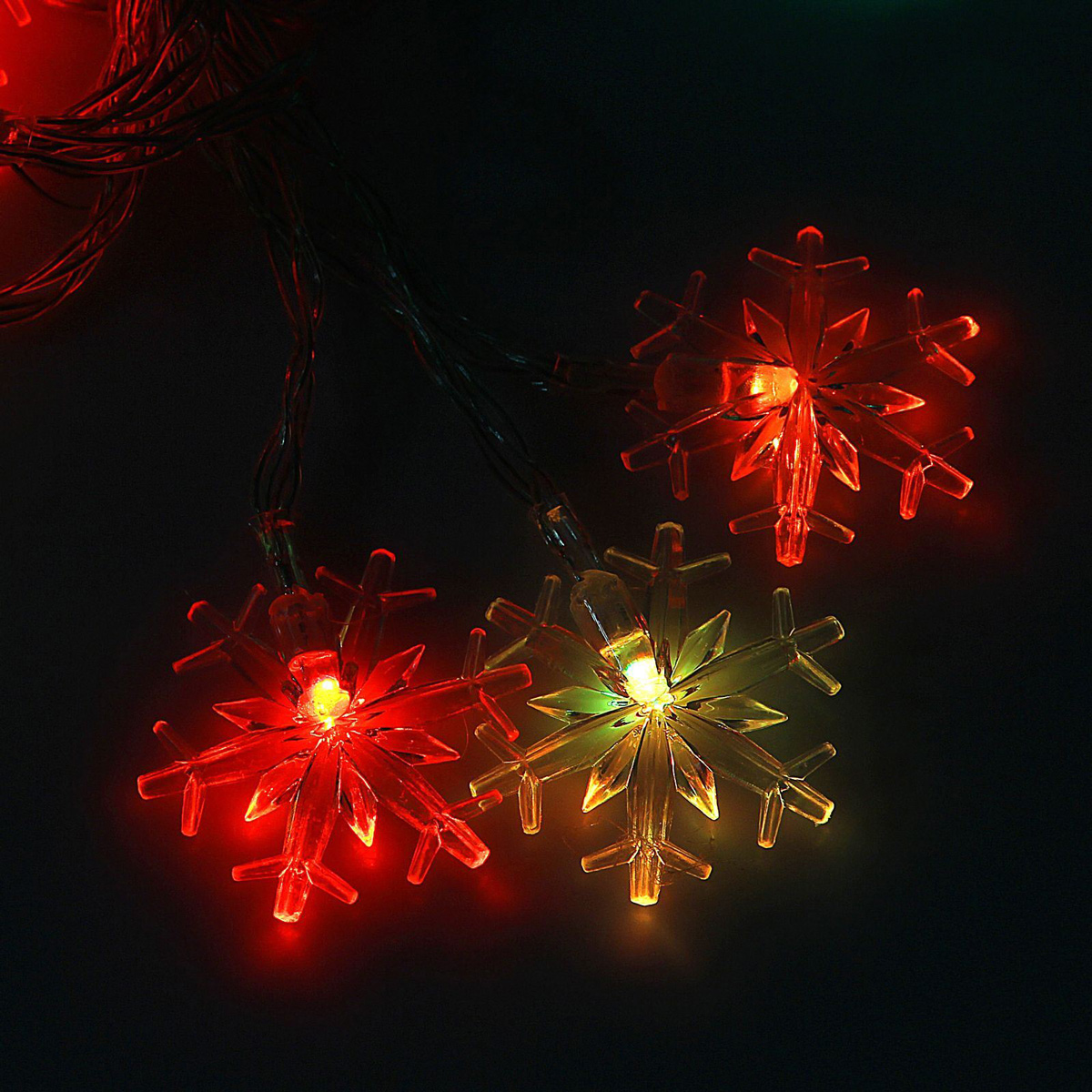 Гирлянда светодиодная Luazon Метраж. Снежинки большие, 20 ламп, 3,6 V, длина 3 м1080364Светодиодные гирлянды и ленты — это отличный вариант для новогоднего оформления интерьера или фасада. С их помощью помещение любого размера можно превратить в праздничный зал, а внешние элементы зданий, украшенные ими, мгновенно станут напоминать очертания сказочного дворца. Такие украшения создают ауру предвкушения чуда. Деревья, фасады, витрины, окна и арки будто специально созданы, чтобы вы украсили их светящимися нитями.