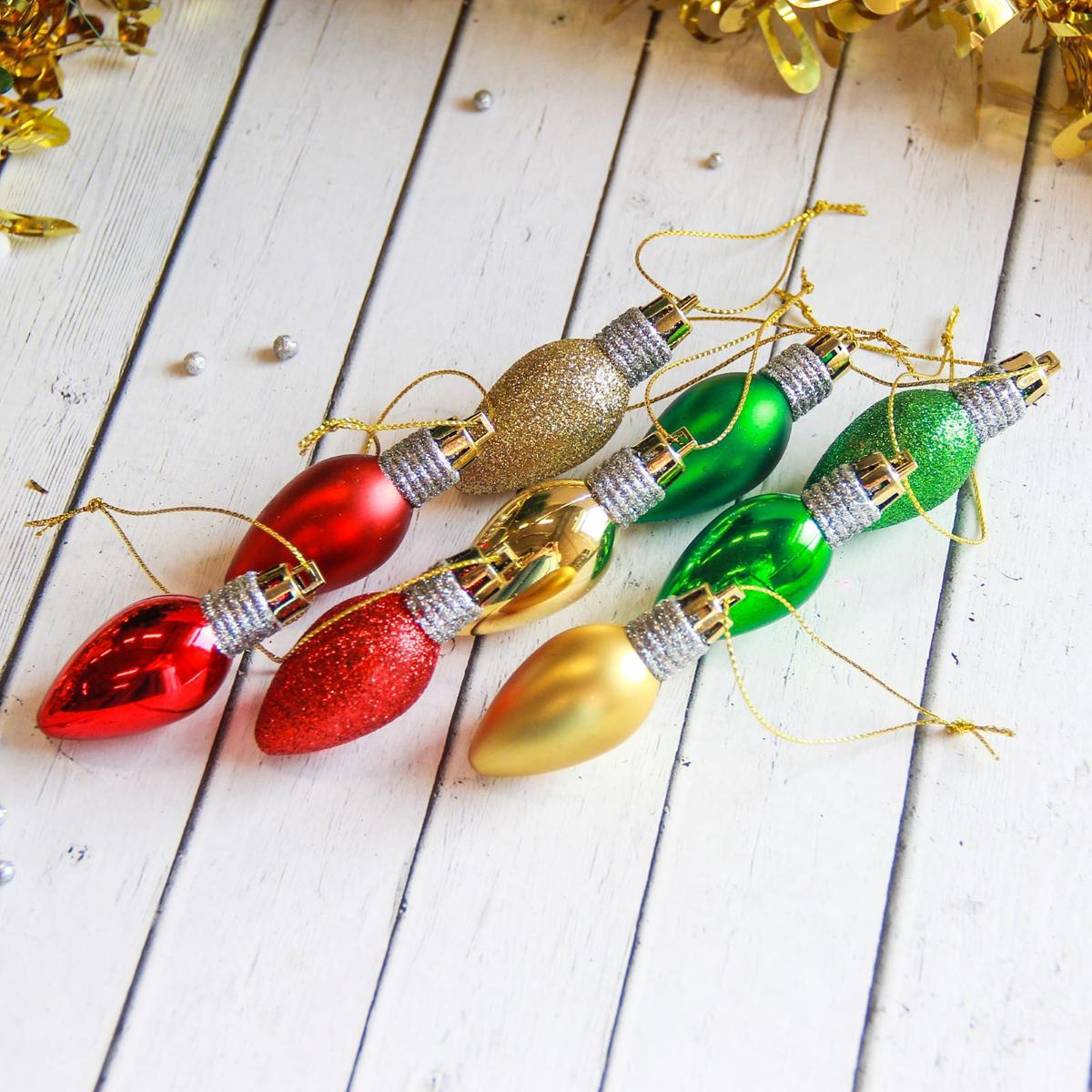 Набор новогодних подвесных украшений Лампочки, 5 х 2,5 см, 10 шт2122485Набор новогодних подвесных украшений отлично подойдет для декорации вашего дома и новогодней ели. С помощью специальной петельки украшение можно повесить в любом понравившемся вам месте. Но, конечно, удачнее всего оно будет смотреться на праздничной елке.Елочная игрушка - символ Нового года. Она несет в себе волшебство и красоту праздника. Такое украшение создаст в вашем доме атмосферу праздника, веселья и радости.