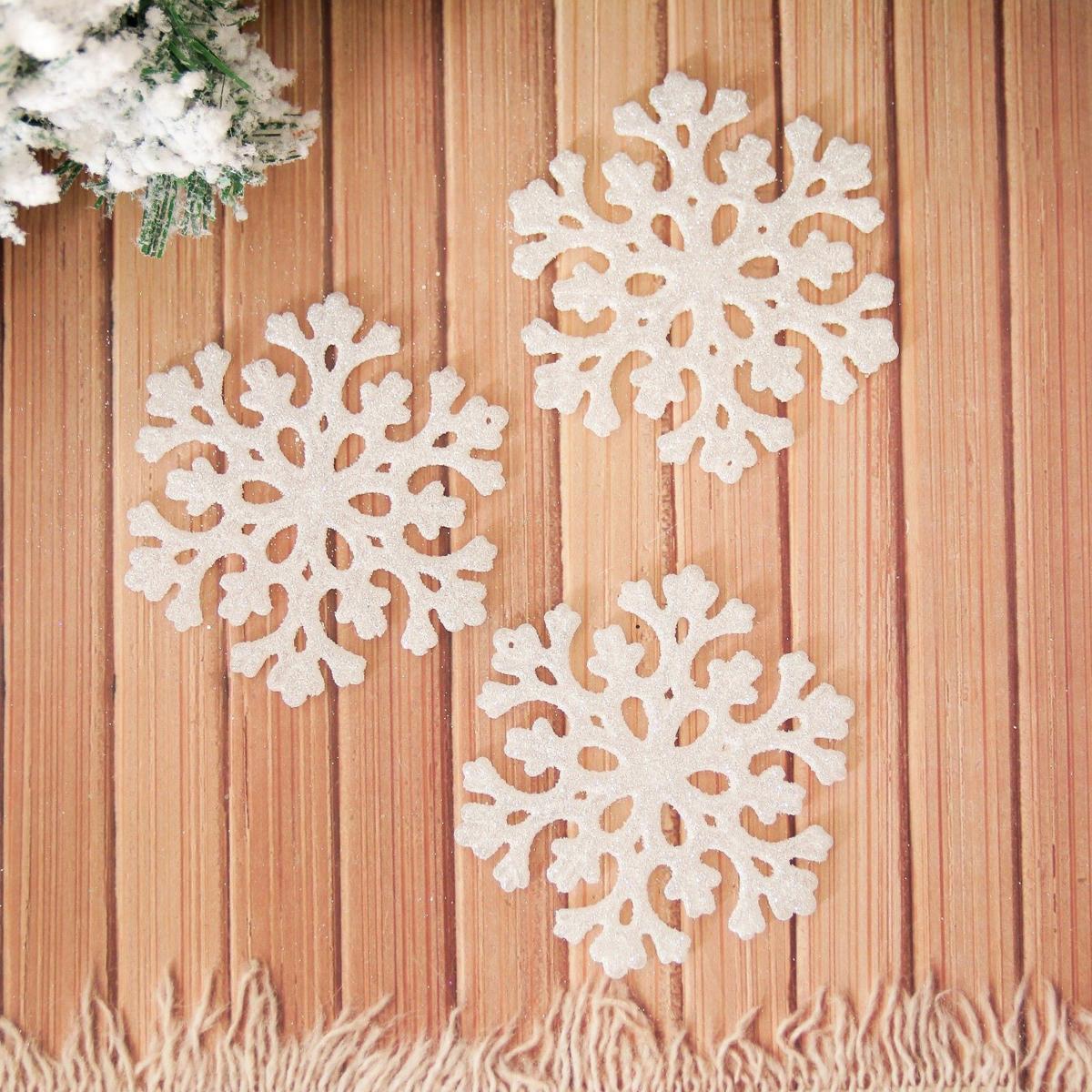 Набор новогодних подвесных украшений Снежинка, диаметр 11 см, 6 шт2155357Набор новогодних подвесных украшений отлично подойдет для декорации вашего дома и новогодней ели. С помощью специальной петельки украшение можно повесить в любом понравившемся вам месте. Но, конечно, удачнее всего оно будет смотреться на праздничной елке.Елочная игрушка - символ Нового года. Она несет в себе волшебство и красоту праздника. Такое украшение создаст в вашем доме атмосферу праздника, веселья и радости.