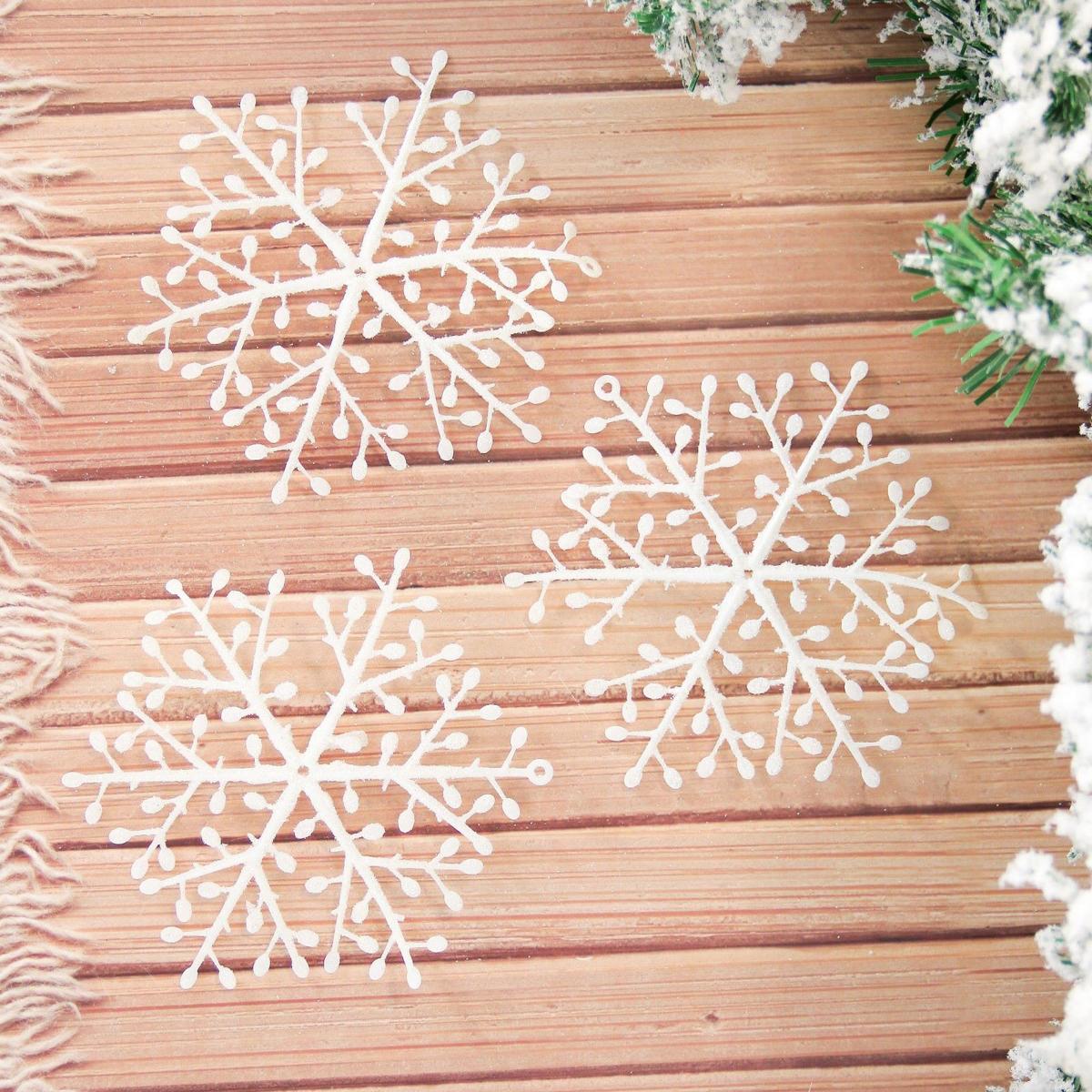 Набор новогодних подвесных украшений Снежинки, диаметр 13 см, 9 шт2155351Набор новогодних подвесных украшений отлично подойдет для декорации вашего дома и новогодней ели. С помощью специальной петельки украшение можно повесить в любом понравившемся вам месте. Но, конечно, удачнее всего оно будет смотреться на праздничной елке.Елочная игрушка - символ Нового года. Она несет в себе волшебство и красоту праздника. Такое украшение создаст в вашем доме атмосферу праздника, веселья и радости.