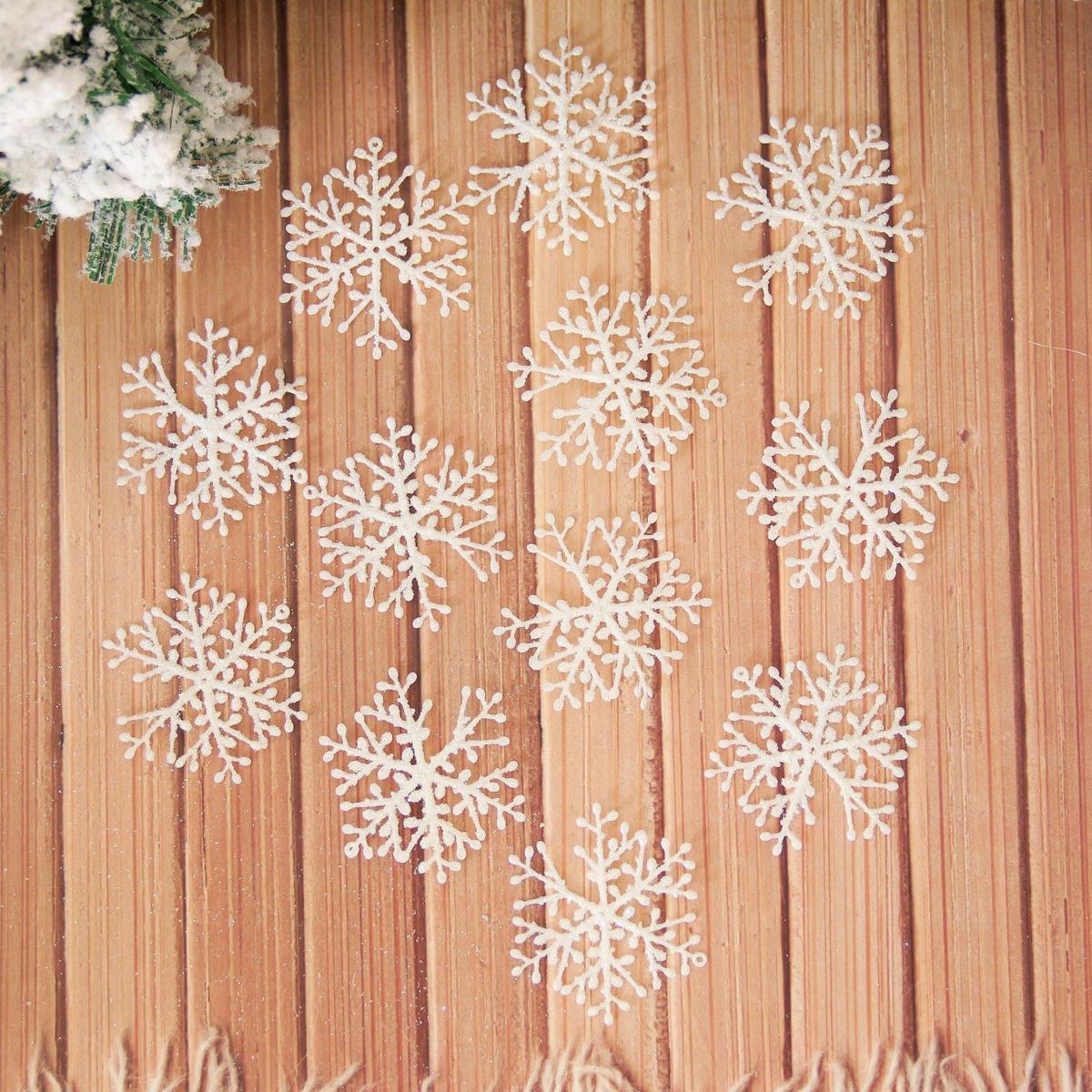 Набор новогодних подвесных украшений Снежинки, диаметр 5,5 см, 60 шт2155350Набор новогодних подвесных украшений отлично подойдет для декорации вашего дома и новогодней ели. С помощью специальной петельки украшение можно повесить в любом понравившемся вам месте. Но, конечно, удачнее всего оно будет смотреться на праздничной елке.Елочная игрушка - символ Нового года. Она несет в себе волшебство и красоту праздника. Такое украшение создаст в вашем доме атмосферу праздника, веселья и радости.