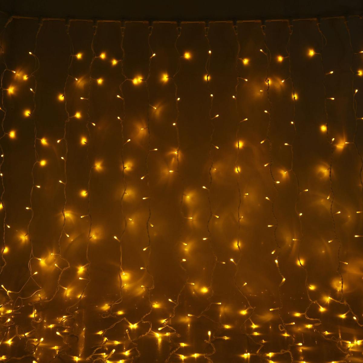 Гирлянда светодиодная Luazon Занавес, цвет: желтый, уличная, 760 ламп, 220 V, 2 х 3 м. 10802301080230Светодиодные гирлянды и ленты — это отличный вариант для новогоднего оформления интерьера или фасада. С их помощью помещение любого размера можно превратить в праздничный зал, а внешние элементы зданий, украшенные ими, мгновенно станут напоминать очертания сказочного дворца. Такие украшения создают ауру предвкушения чуда. Деревья, фасады, витрины, окна и арки будто специально созданы, чтобы вы украсили их светящимися нитями.