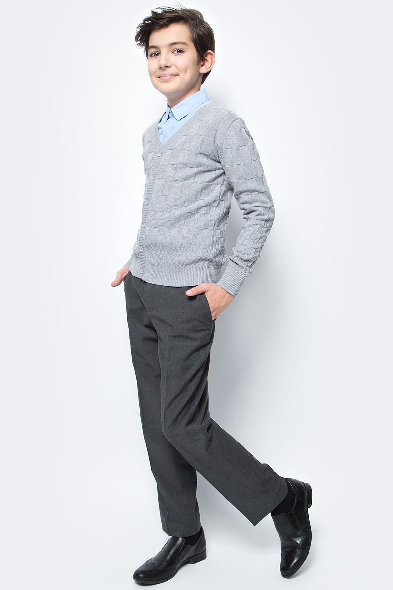 Кардиган для мальчика Vitacci, цвет: серый. 1173008-02. Размер 1341173008-02Кардиган для мальчика выполнен из натурального хлопка. Модель с длинными рукавами застегивается на пуговицы.