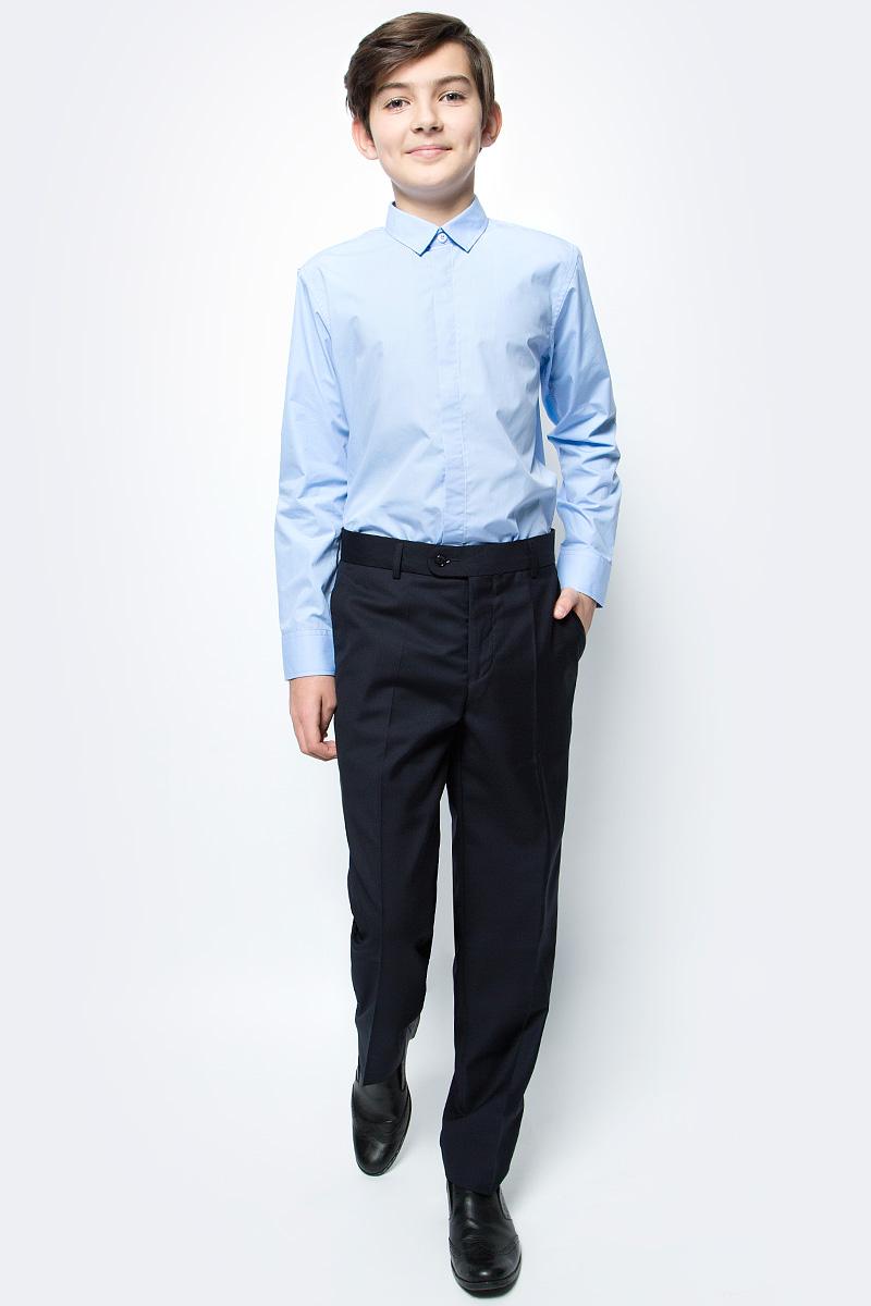 Брюки для мальчика Nota Bene, цвет: темно-синий. CWJ17009B29. Размер 152CWJ17009B29Брюки для мальчика Nota Bene изготовлены из вискозы и полиэстера, благодаря чему они теплые и износоустойчивые. Модель исполнена в классическом стиле и подходит для ношения в школе, в качестве школьной формы. Прямые брюки застегиваются на застежку-молнию и пуговицу на поясе.