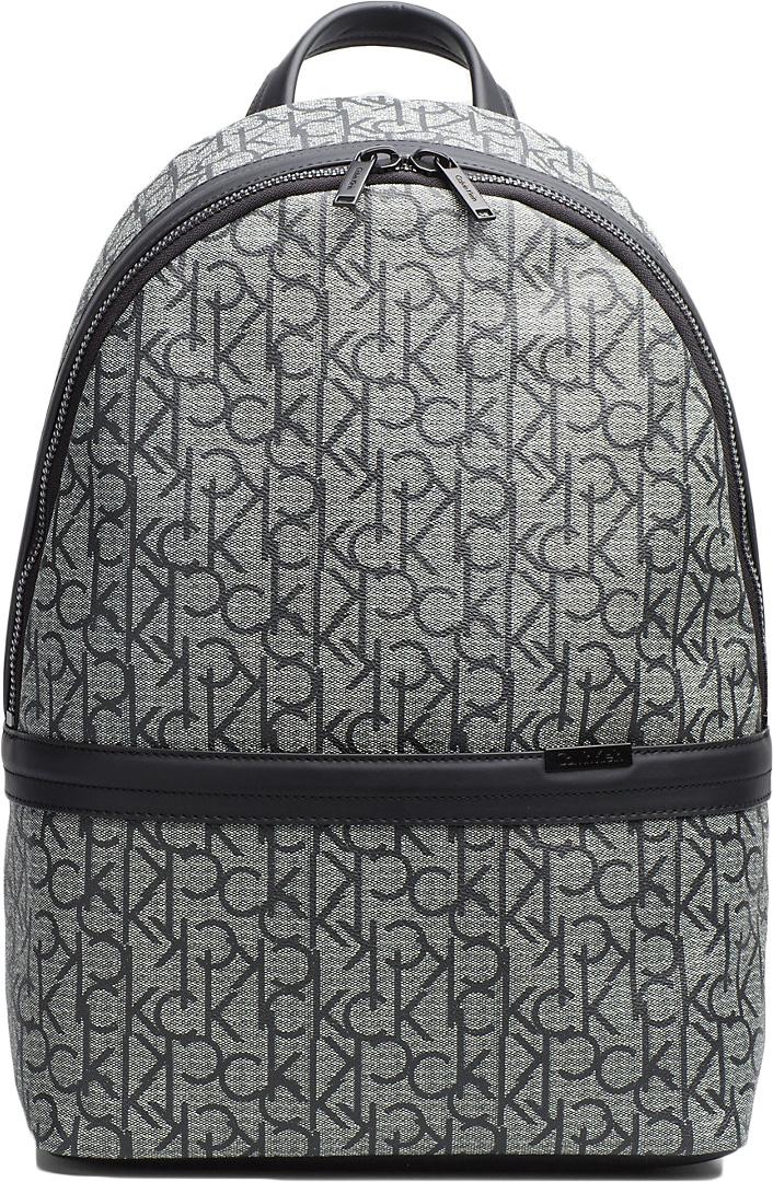 Рюкзак мужской Calvin Klein Jeans, цвет: серый. K50K502891_005GRUS00-00ML13-F9113O-K100Стильный рюкзак от Calvin Klein выполнен из полиуретана. Рюкзак имеет одно отделение на молнии, внутри которого расположены открытый кармашек и прорезной кармашек на молнии. Имеется ручка для переноски в руке и плечевые лямки, регулируемые по длине.