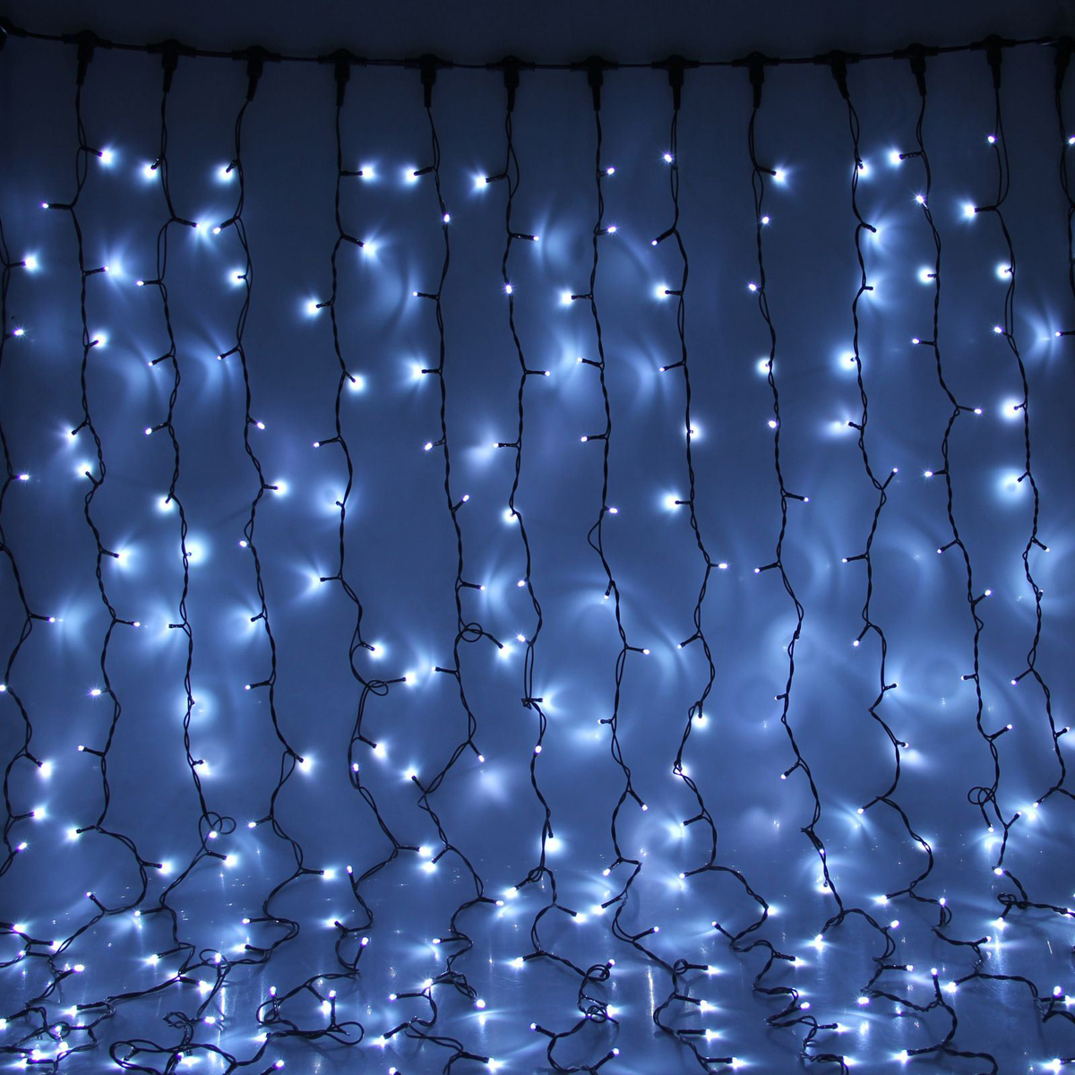 Гирлянда светодиодная Luazon Занавес, цвет: белый, уличная, 760 ламп, 220 V, 2 х 3 м. 10802331080233Светодиодные гирлянды и ленты — это отличный вариант для новогоднего оформления интерьера или фасада. С их помощью помещение любого размера можно превратить в праздничный зал, а внешние элементы зданий, украшенные ими, мгновенно станут напоминать очертания сказочного дворца. Такие украшения создают ауру предвкушения чуда. Деревья, фасады, витрины, окна и арки будто специально созданы, чтобы вы украсили их светящимися нитями.