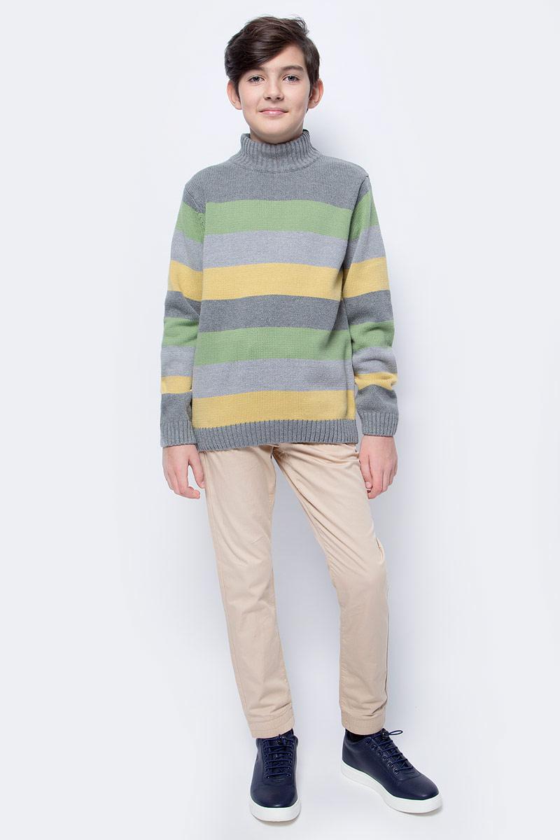 Свитер для мальчика Scool, цвет: серый. 373056. Размер 146373056Теплый и уютный свитер для мальчиков Scool выполнен из хлопка с добавлением акрила. Модель имеет воротник-гольф, длинные стандартные рукава, дополнена принтом в полоску. Манжеты рукавов, воротник и низ изделия выполнены эластичной вязкой.