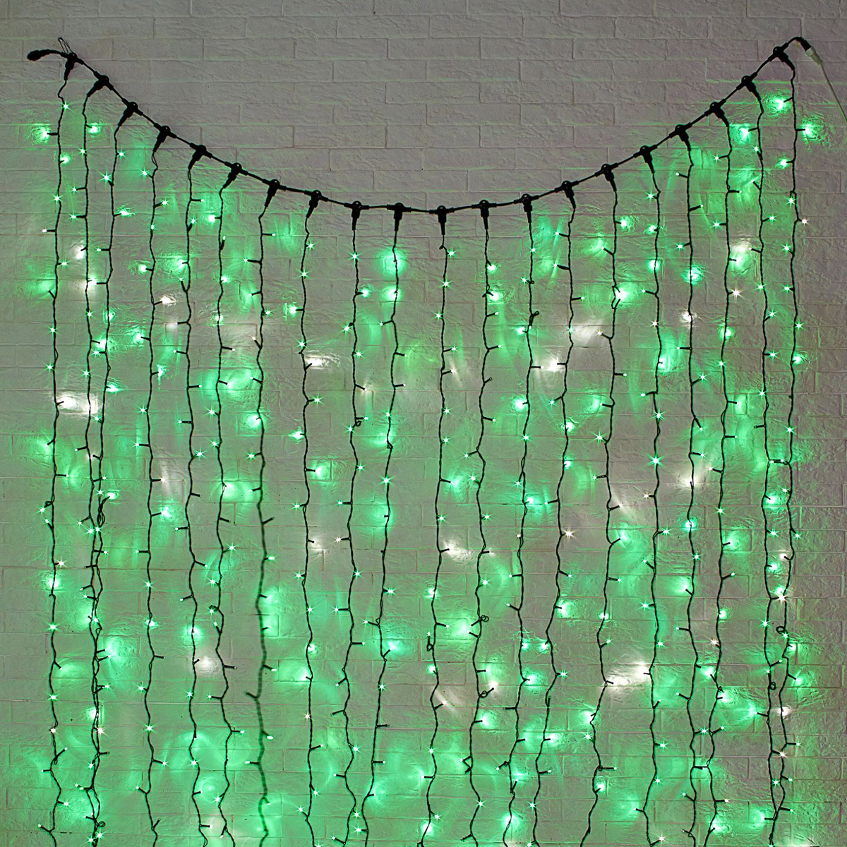 Гирлянда светодиодная Luazon Занавес, цвет: зеленый, уличная, 760 ламп, 220 V, 2 х 3 м. 10802521080252Светодиодные гирлянды и ленты — это отличный вариант для новогоднего оформления интерьера или фасада. С их помощью помещение любого размера можно превратить в праздничный зал, а внешние элементы зданий, украшенные ими, мгновенно станут напоминать очертания сказочного дворца. Такие украшения создают ауру предвкушения чуда. Деревья, фасады, витрины, окна и арки будто специально созданы, чтобы вы украсили их светящимися нитями.