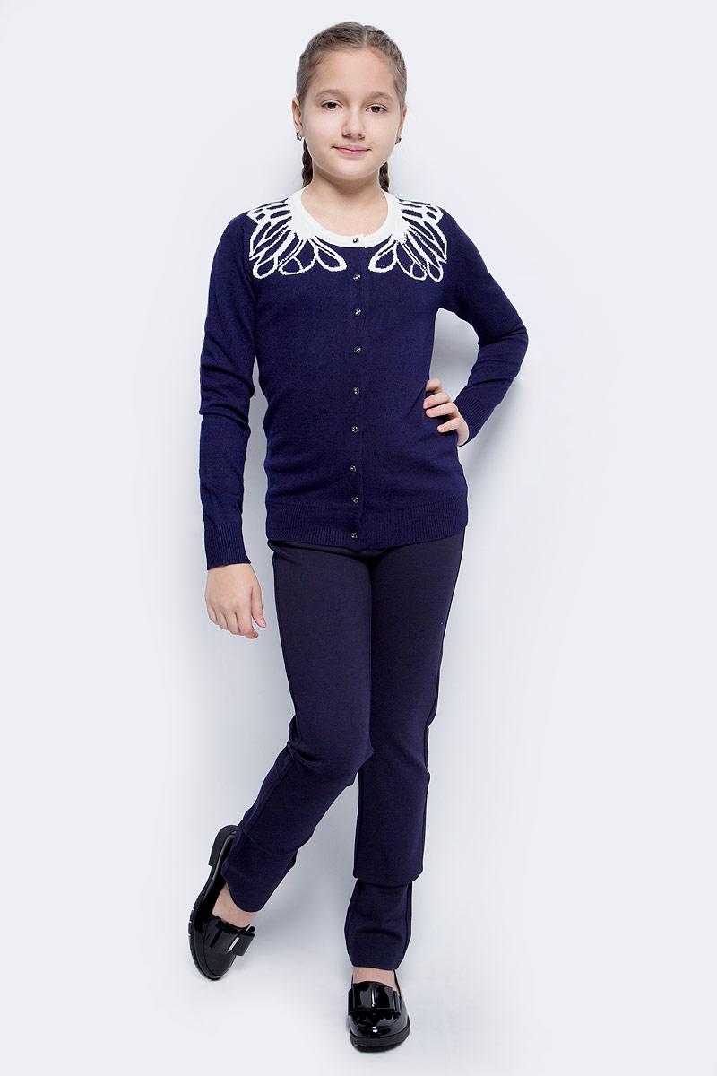 Брюки для девочки Vitacci, цвет: синий. 2171218-04. Размер 1522171218-04Классические брюки стрейч Vitacci выполнены из вискозы и нейлона с добавлением эластана. Модель застегивается на гульфик с молнией и пуговицу. Поя дополнен шлевками для ремня. Спереди расположены два втачных кармана.