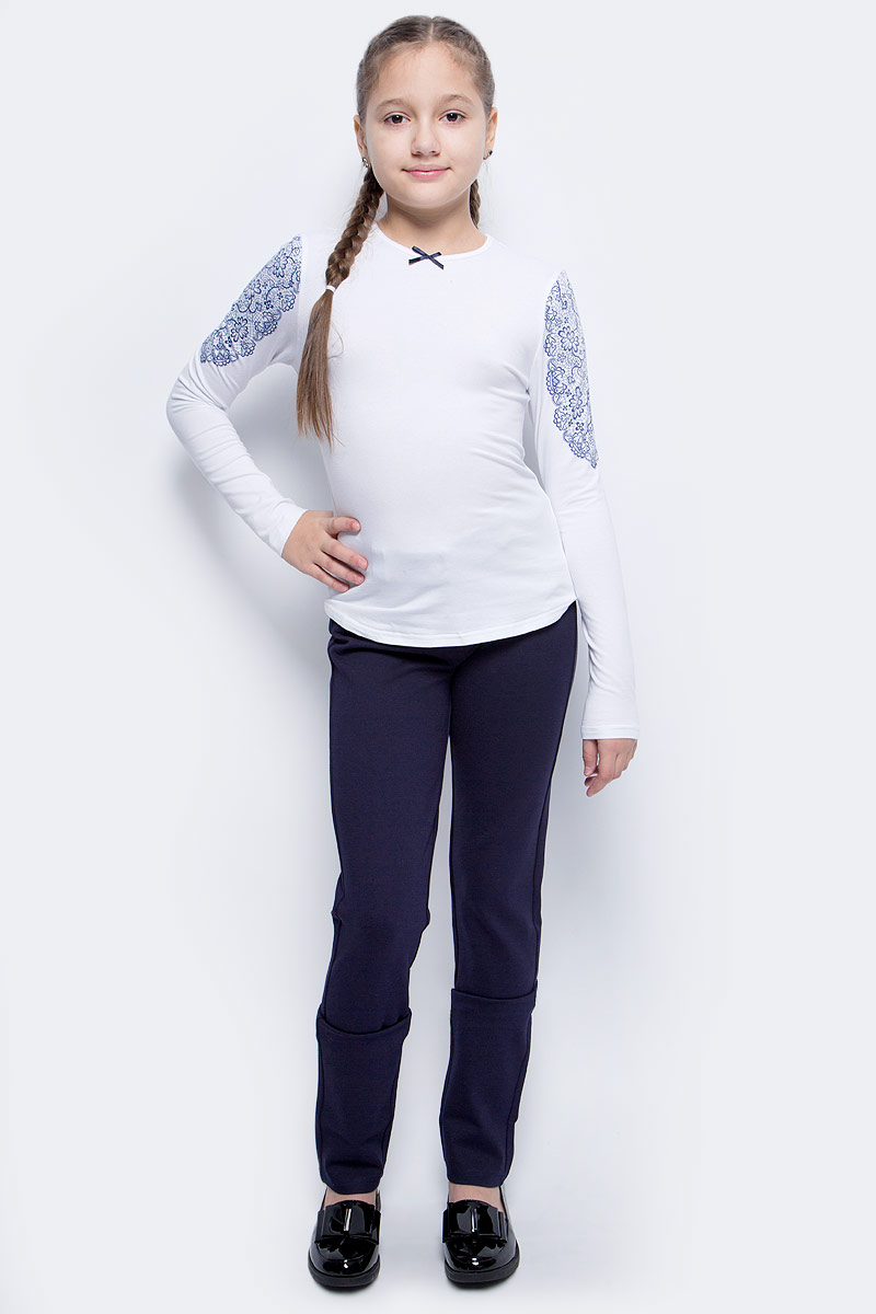Блузка для девочки Nota Bene, цвет: белый. CJR27033A01. Размер 122CJR27033A01/CJR27033B01Блузка для девочки Nota Bene выполнена из хлопкового трикотажа. Модель с длинными рукавами и круглым вырезом горловины оформлена принтом в виде кружева. Блузка декорирована атласным бантиком.