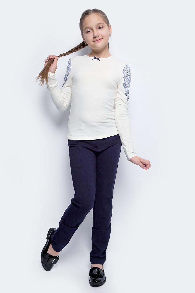 Блузка для девочки Nota Bene, цвет: молочный. CJR27033A17. Размер 140CJR27033A17/CJR27033B17Блузка для девочки Nota Bene выполнена из хлопкового трикотажа. Модель с длинными рукавами и круглым вырезом горловины оформлена принтом в виде кружева. Блузка декорирована атласным бантиком.