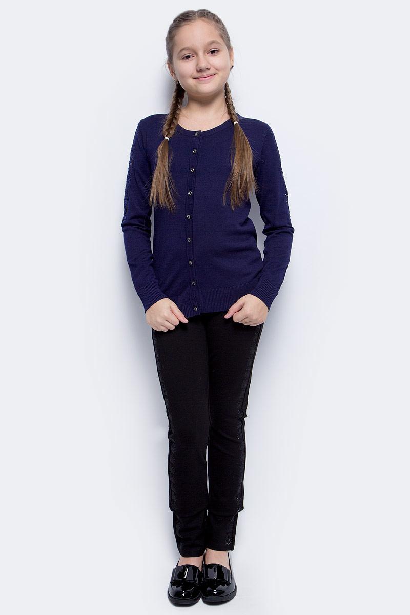 Кофта для девочки Vitacci, цвет: темно-синий. 2173250-04. Размер 1402173250-04Кофта для девочки выполнена из качественного материала. Модель с круглым вырезом горловины и длинными рукавами застегивается на пуговицы.