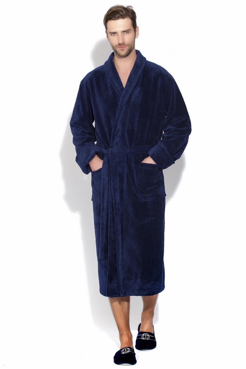 Халат мужской Peche Monnaie, цвет: синий. 908. Размер L (48/50)908Бамбуковый халат класса Премиум для настоящих мужчин, любящих комфорт и свободу! Классический вариант халата в лаконичном стиле - ничего лишнего, только высшее качество материла и идеальная посадка. Глубокий благородный цвет.Внешняя сторона под велюр, а внутренняя - петельчатая махра, создающая легкий, массажирующий эффект. Воротник - шаль, широкий манжет рукава с возможностью подворота по длине руки.