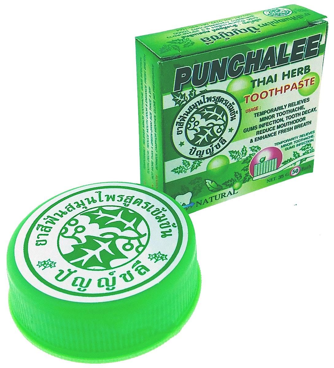 Punchalee Растительная зубная паста отбеливающая с ментолом Herbal Toothpaste, 25 г7612Тайская зубная паста Punchalee не содержит химикатов и является 100% органическим продуктом! Благодаря натуральному составу эффективно отбеливает зубы, препятствует образованию зубного камня, удаляет темный налет от кофе, чая и табака, обладает антибактериальным эффектом, освежает полость рта, снижает чувствительность зубов. Имеет эфирно-травяной вкус, не содержит ароматизаторов и подсластителей. Результат становится заметен через неделю после начала использования пасты. Огромным плюсом зубной пасты Punchalee является ее экономичность. Одной баночки хватает на 2-3 месяца регулярного использования.