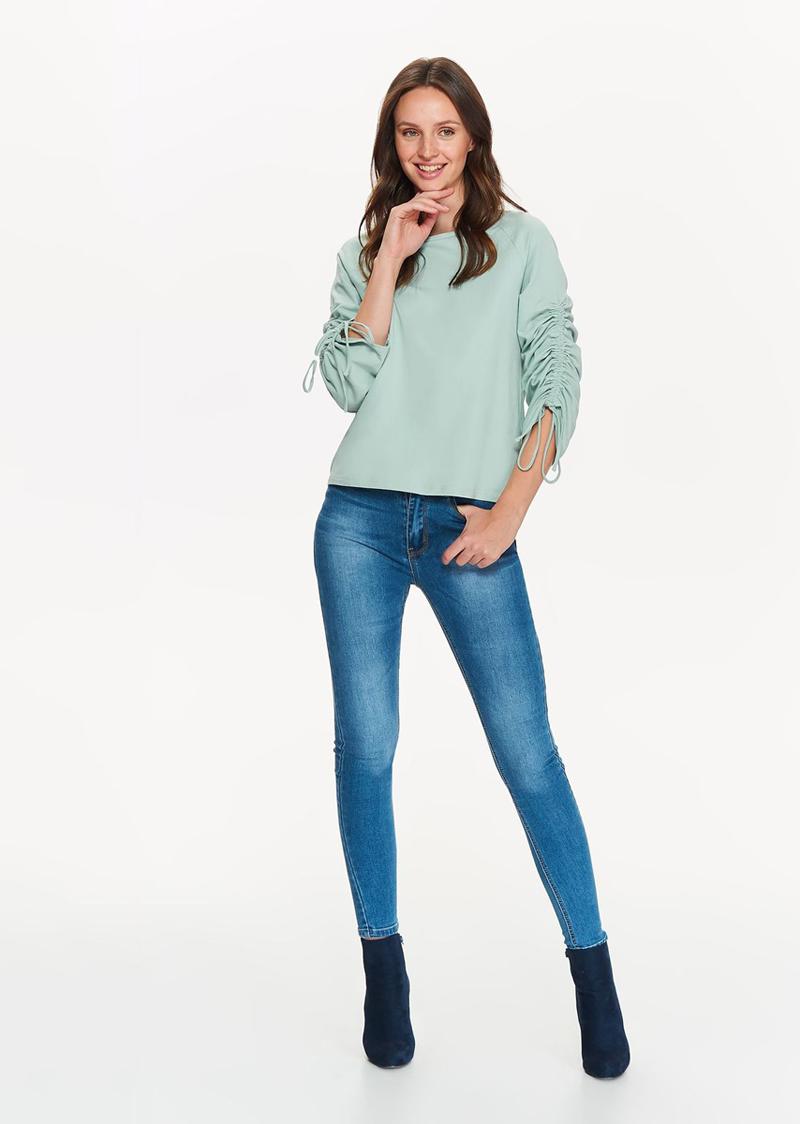 Блузка женская Top Secret, цвет: бирюзовый. SBL0522TU. Размер 38 (46)SBL0522TUОчаровательная блуза Top Secret, выполненная из высококачественного хлопка, обладает воздухопроницаемостью и гигроскопичностью, позволяет коже дышать. Модель свободного прямого кроя, с длинными рукавами и круглым вырезом горловины.Эта блуза отличный вариант для вашего гардероба и для создания эффектного образа.