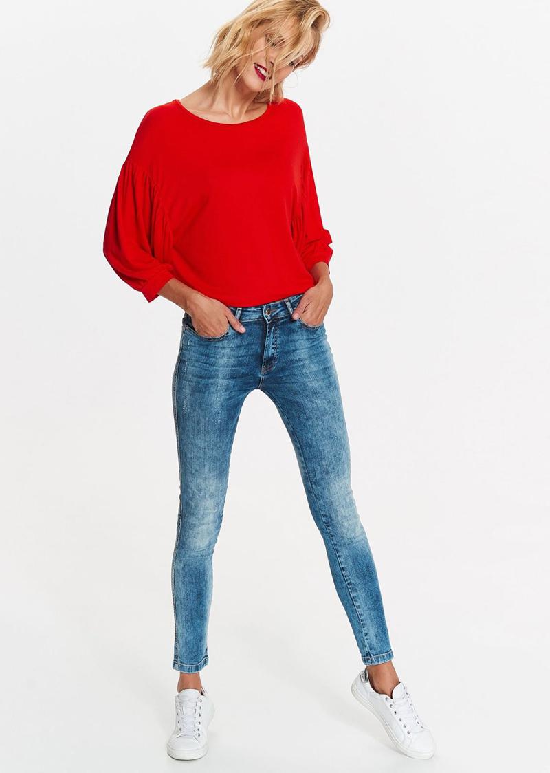 Джинсы женские Top Secret, цвет: синий. SSP2666NI. Размер 38 (46)SSP2666NIСтильные женские джинсы Top Secretвыполнены из хлопка с добавлениемэластана. Модель зауженного к низу кроя и стандартной посадки. Застегиваютсяджинсы на пуговицу в поясе и ширинку на застежке-молнии, предусмотрены шлевкидля ремня. Спереди модель оформлена двумя втачными карманами и однимнебольшим секретным кармашком, а сзади - двумя накладными карманами. Эти модные и в тоже время комфортные джинсы послужат отличным дополнением к вашему гардеробу. В них вы всегда будетечувствовать себя уютно и комфортно.