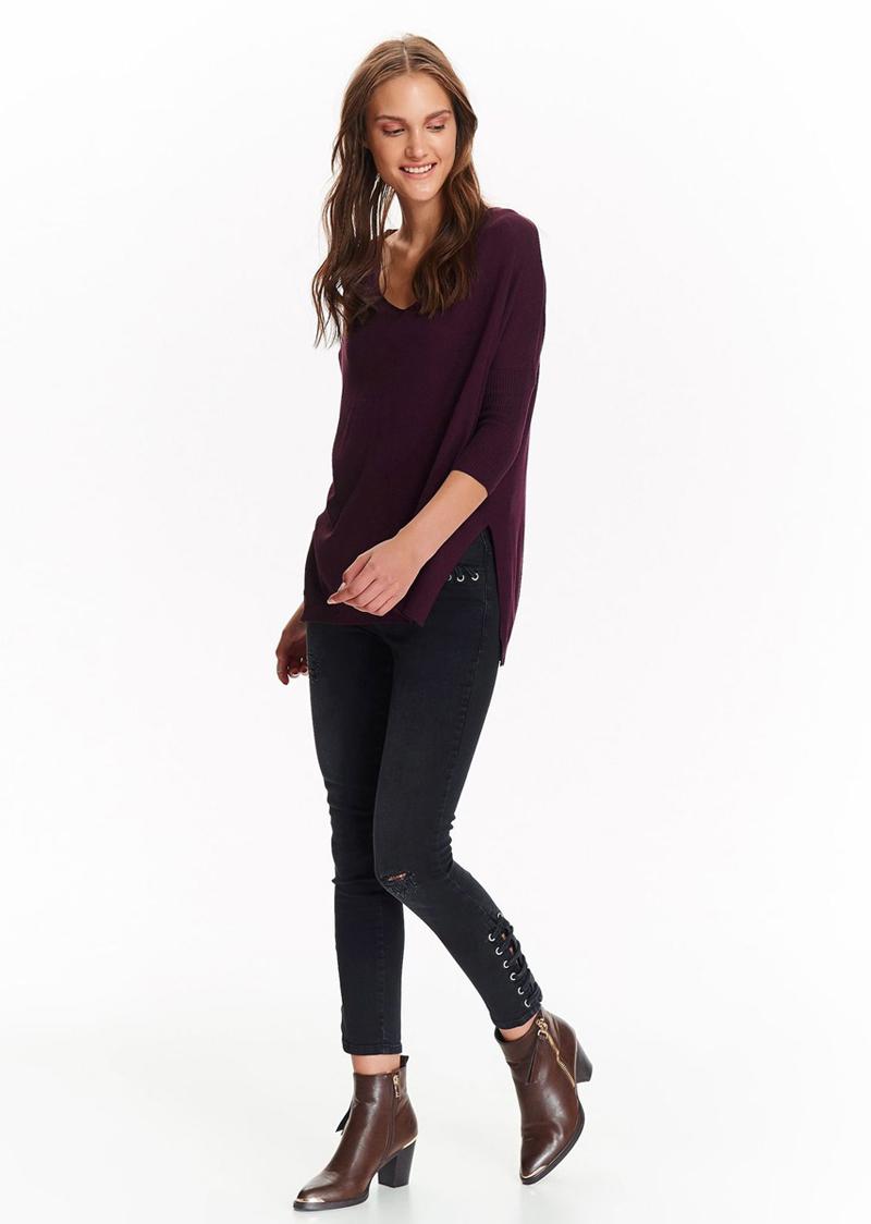 Свитер женский Top Secret, цвет: красный. SSW2201CE. Размер 34 (42)SSW2201CEТонкий свитер Top Secret изготовленный из вискозы, мягкий и приятный на ощупь, не сковывает движений и обеспечивает комфорт. Модель с рукавами 3/4 и v-образным декольте, в стиле оверсайз, отлично скрывает любые недостатки фигуры. Идеально подходит на каждый день.