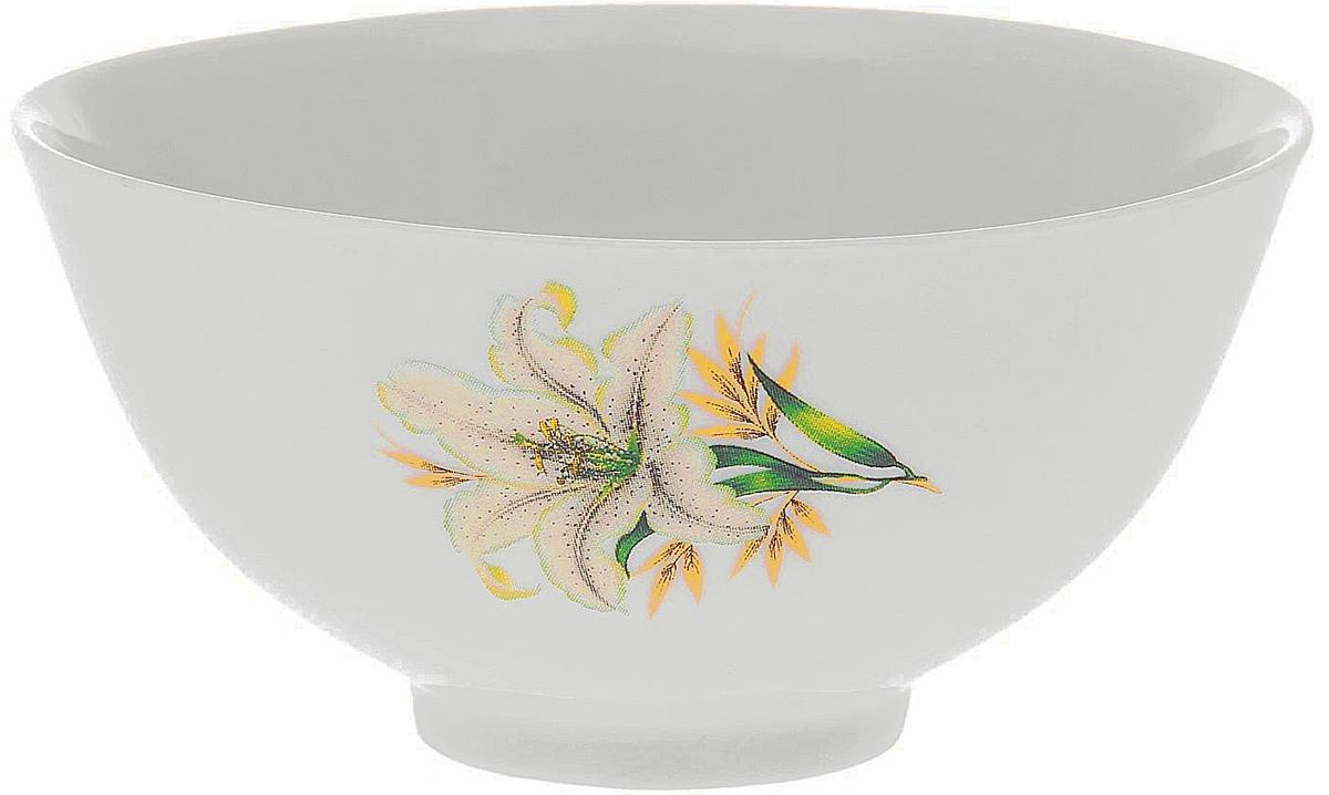 Пиала Фарфор Вербилок Белая лилия, 360 мл. 18177421817742Пиала Фарфор Вербилок Белая лилия изготовлена из высококачественного фарфора.Внешняя стенка оформлена красочным изображением. Изделие прекрасноподойдет для подачи салата, закуски или чая. Благодаря изысканному дизайну такая пиаластанет бесспорным украшением вашего стола. Она дополнит коллекцию кухонной посуды и будетслужить долгие годы.