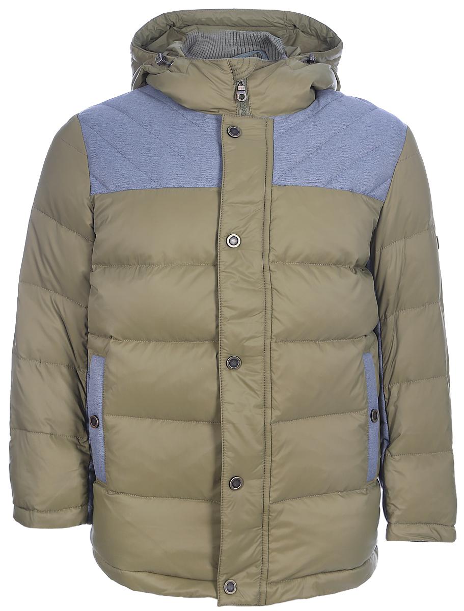 Куртка для мальчика Ёмаё, цвет: оливковый. 39-145. Размер 11039-145Теплая куртка для мальчика Ёмаё идеально подойдет в холодное время года. Модель изготовлена из 100% нейлона на комбинированной подкладке из хлопка и полиэстера. В качестве наполнителя используются пух и перо. Стеганая куртка с капюшоном застегивается на пластиковую застежку-молнию с внешней ветрозащитной планкой на кнопках. Капюшон дополнен скрытой резинкой с фиксаторами. Горловина оснащена внутренней трикотажной стойкой для защиты от ветра. Низ рукавов дополнен скрытыми трикотажными манжетами, которые мягко обхватывают запястья. Спереди предусмотрены два прорезных кармана на кнопках. Понизу проходит скрытая резинка со стопперами.