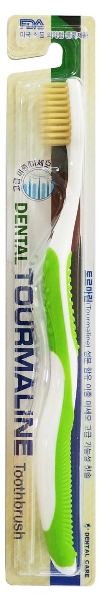 Dental Care Зубная щетка cо сверхтонкой двойной щетиной (средней жесткости и мягкой) и изогнутой ручкой, Турмалин, цвет: зеленый140497_greenЗубная щетка разработана по новейшей технологии с добавлением турмалина, который генерирует отрицательно заряженные ионы и дальние инфракрасные лучи, препятствует размножению бактерий и способствует улучшению кровообращения в деснах.Щетина, производимая с добавлением турмалина, сохраняет его действие до окончания срока годности зубной щетки.Тонкие мягкие заостренные верхние щетинки глубоко проникают в труднодоступные для обычных зубных щеток промежутки между зубами. Закругленные нижние щетинки средней жесткости прекрасно очищают зубную эмаль и не повреждают ее. Благодаря чистке зубов такими щетками улучшается кровообращение, массируются десны, повышается стойкость полости рта к инфекциям. Щетка способствует долговременному сохранению ощущения чистоты и свежести. Производится по запатентованной технологии. Антибактериальный эффект подтвержден лабораторными испытаниями. Получены сертификаты FDA и ISO.Жесткость длинных щетинок щетки – мягкая.Жесткость коротких щетинок щетки – средняя.Подходит для людей со слабыми деснами.