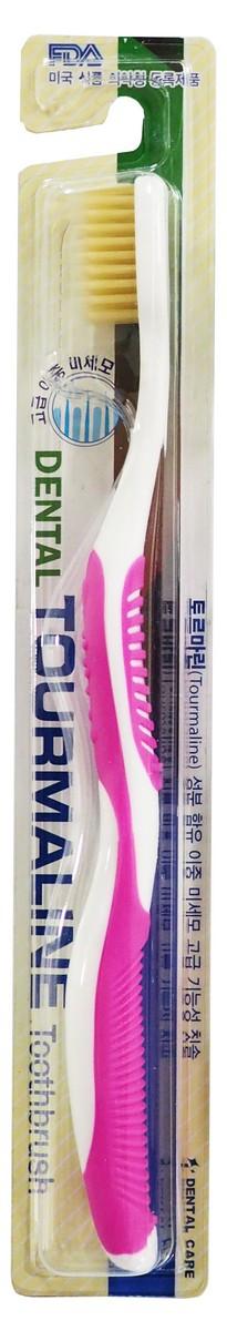 Dental Care Зубная щетка cо сверхтонкой двойной щетиной (средней жесткости и мягкой) и изогнутой ручкой, Турмалин, цвет: розовый140497_pinkЗубная щетка разработана по новейшей технологии с добавлением турмалина, который генерирует отрицательно заряженные ионы и дальние инфракрасные лучи, препятствует размножению бактерий и способствует улучшению кровообращения в деснах.Щетина, производимая с добавлением турмалина, сохраняет его действие до окончания срока годности зубной щетки.Тонкие мягкие заостренные верхние щетинки глубоко проникают в труднодоступные для обычных зубных щеток промежутки между зубами. Закругленные нижние щетинки средней жесткости прекрасно очищают зубную эмаль и не повреждают ее. Благодаря чистке зубов такими щетками улучшается кровообращение, массируются десны, повышается стойкость полости рта к инфекциям. Щетка способствует долговременному сохранению ощущения чистоты и свежести. Производится по запатентованной технологии. Антибактериальный эффект подтвержден лабораторными испытаниями. Получены сертификаты FDA и ISO.Жесткость длинных щетинок щетки – мягкая.Жесткость коротких щетинок щетки – средняя.Подходит для людей со слабыми деснами.