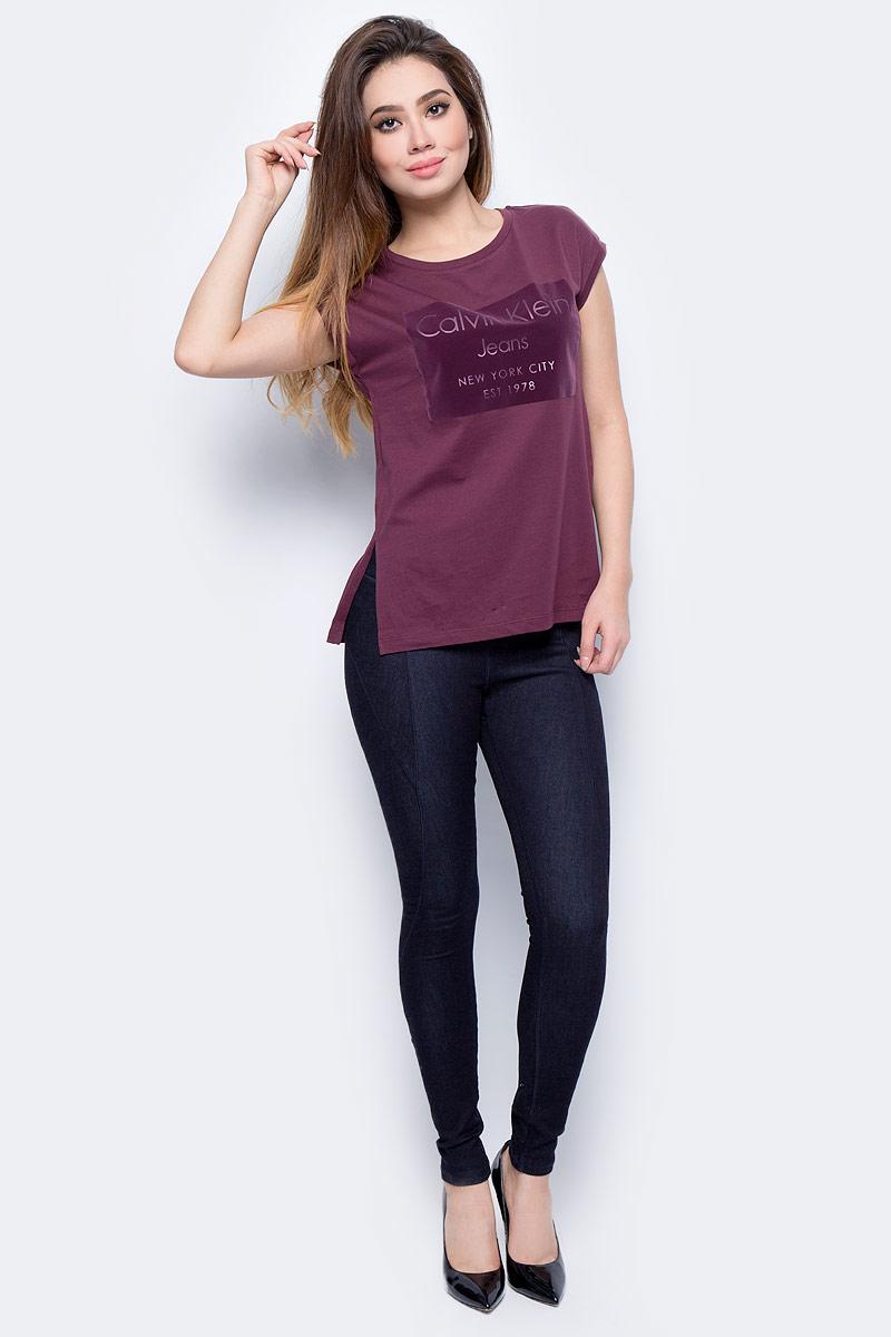 цены на Джинсы женские Calvin Klein Jeans, цвет: синий. J20J205867_9160. Размер XS (40/42) в интернет-магазинах