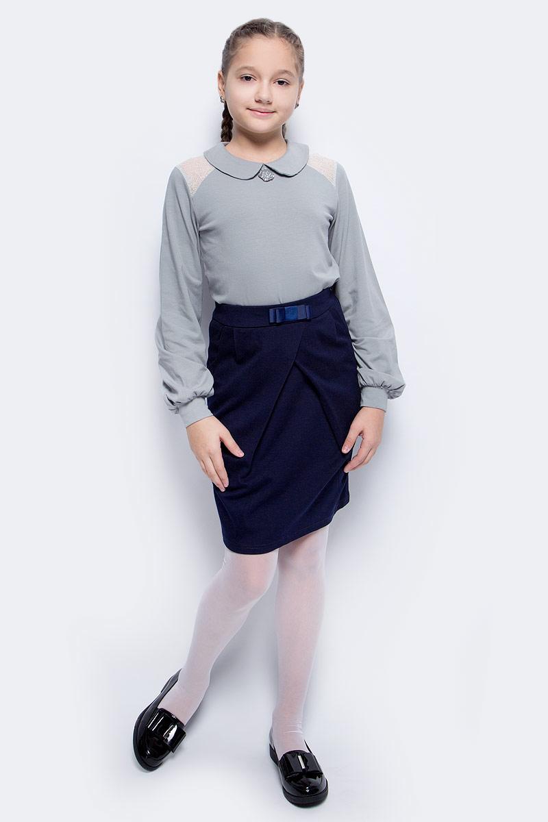 Блузка для девочки Nota Bene, цвет: серый. SJR27045B20. Размер 152SJR27045B20Блузка для девочки Nota Bene выполнена из эластичного хлопка. Модель с отложным воротником и длинными рукавами застегивается сзади на пуговицу. Блузка оформлена кружевными вставками. На рукавах предусмотрены манжеты. Спереди изделие украшено декоративным цветком.
