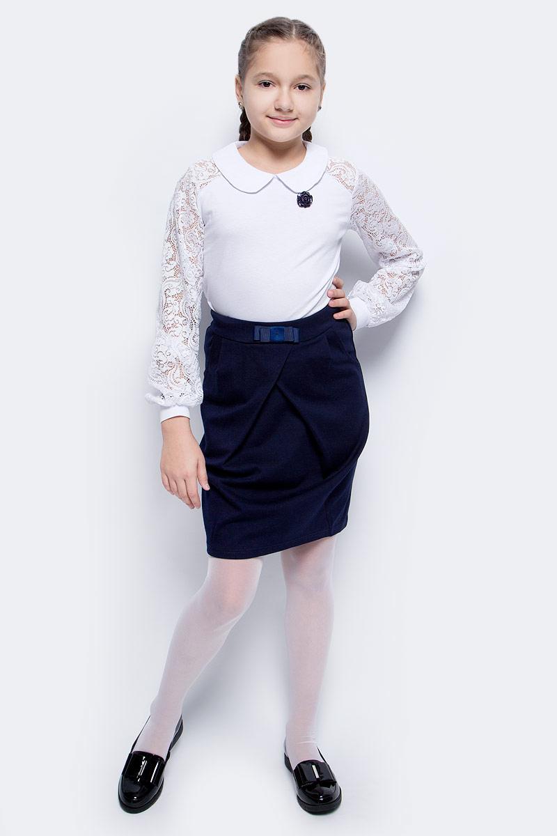 Блузка для девочки Nota Bene, цвет: белый. CJR270481A01. Размер 140CJR270481A01/CJR270481B01Блузка для девочки Nota Bene выполнена из хлопка с добавлением полиэстера. Модель с отложным воротником и длинными рукавами застегивается сзади на пуговицу. Блузка оформлена кружевными рукавами. На рукавах предусмотрены манжеты. Спереди изделие украшено декоративным цветком.